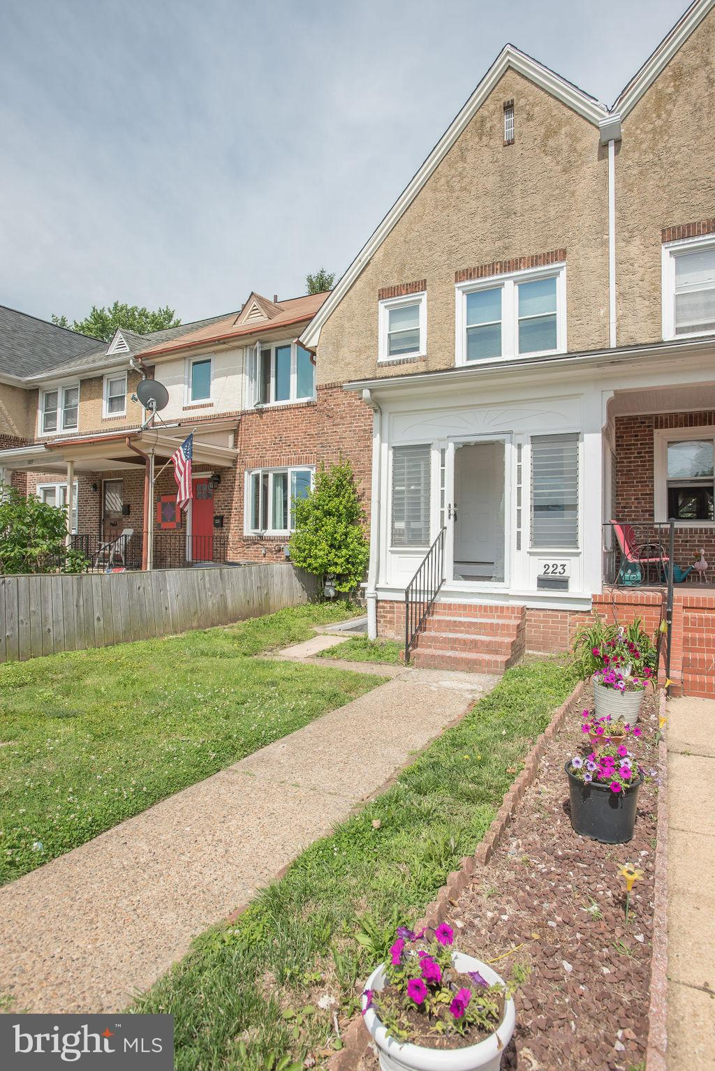 Great 3 bedroom, 1 full bath city row home.  The home offers 42 inch cabinets, three nice size bedro