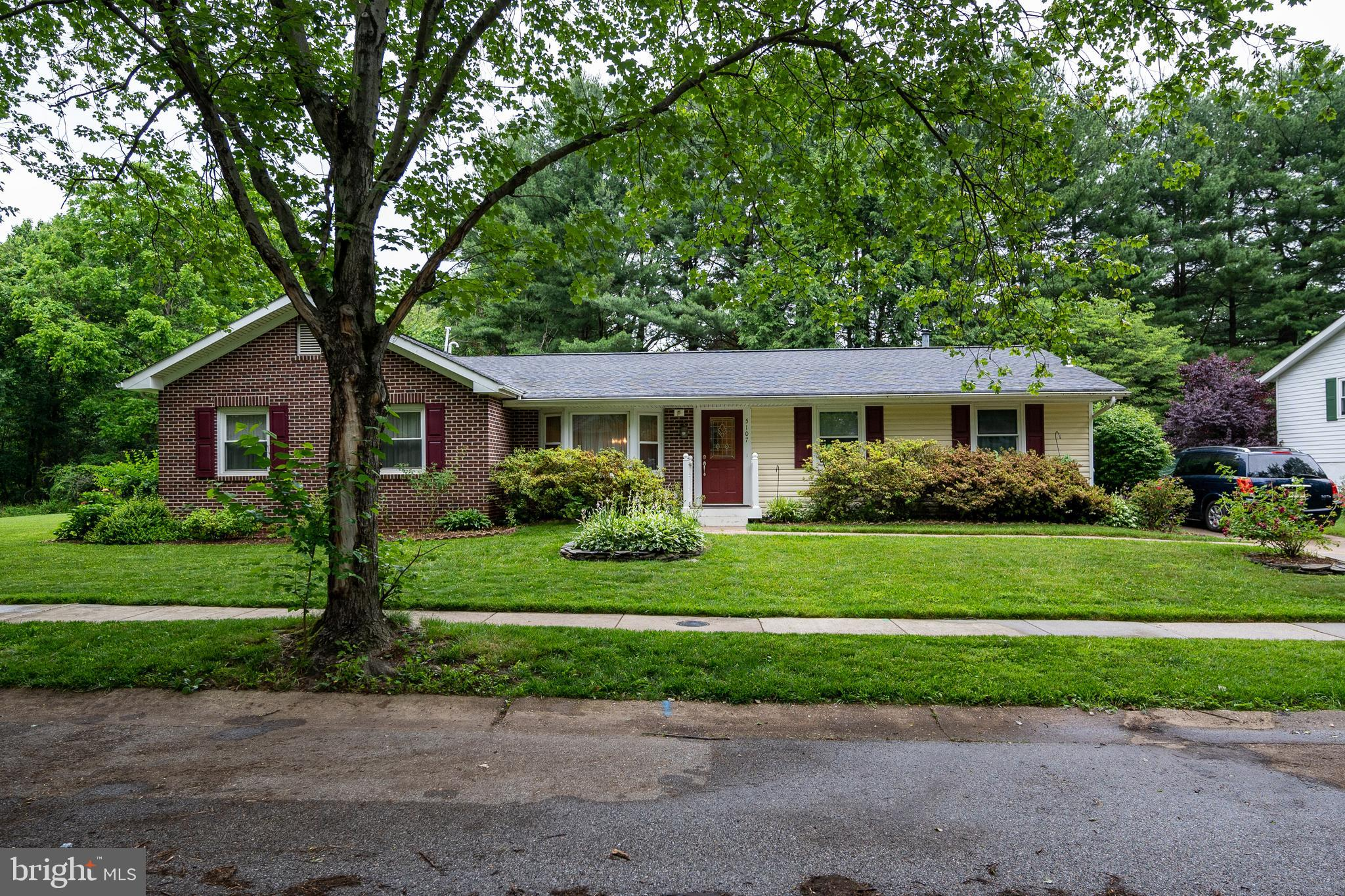 Must See... Beautiful Rancher, in established friendly neighborhood, with 4 bedrooms off the first f