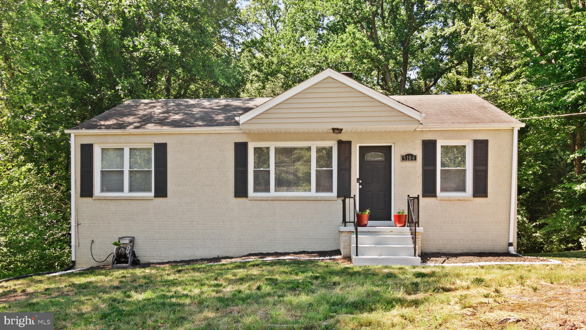 LOCATION LOCATION LOCATION!!! Conveniently located to branch ave and 495 .   Beautiful private yard
