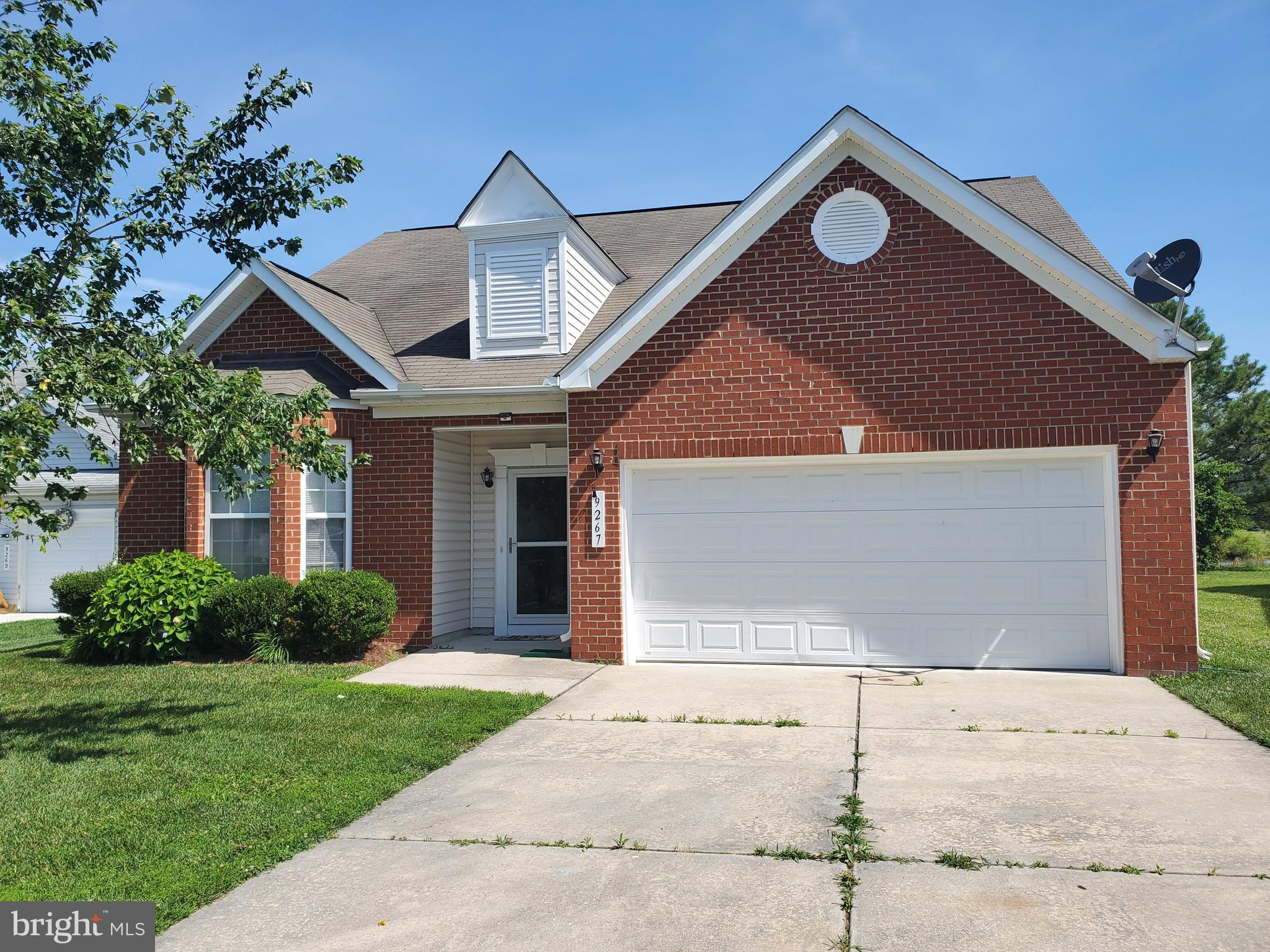 This home will not disappoint!!  Home has an open floor plan.  Entry way opens to 3 Bedroom and 2 fu