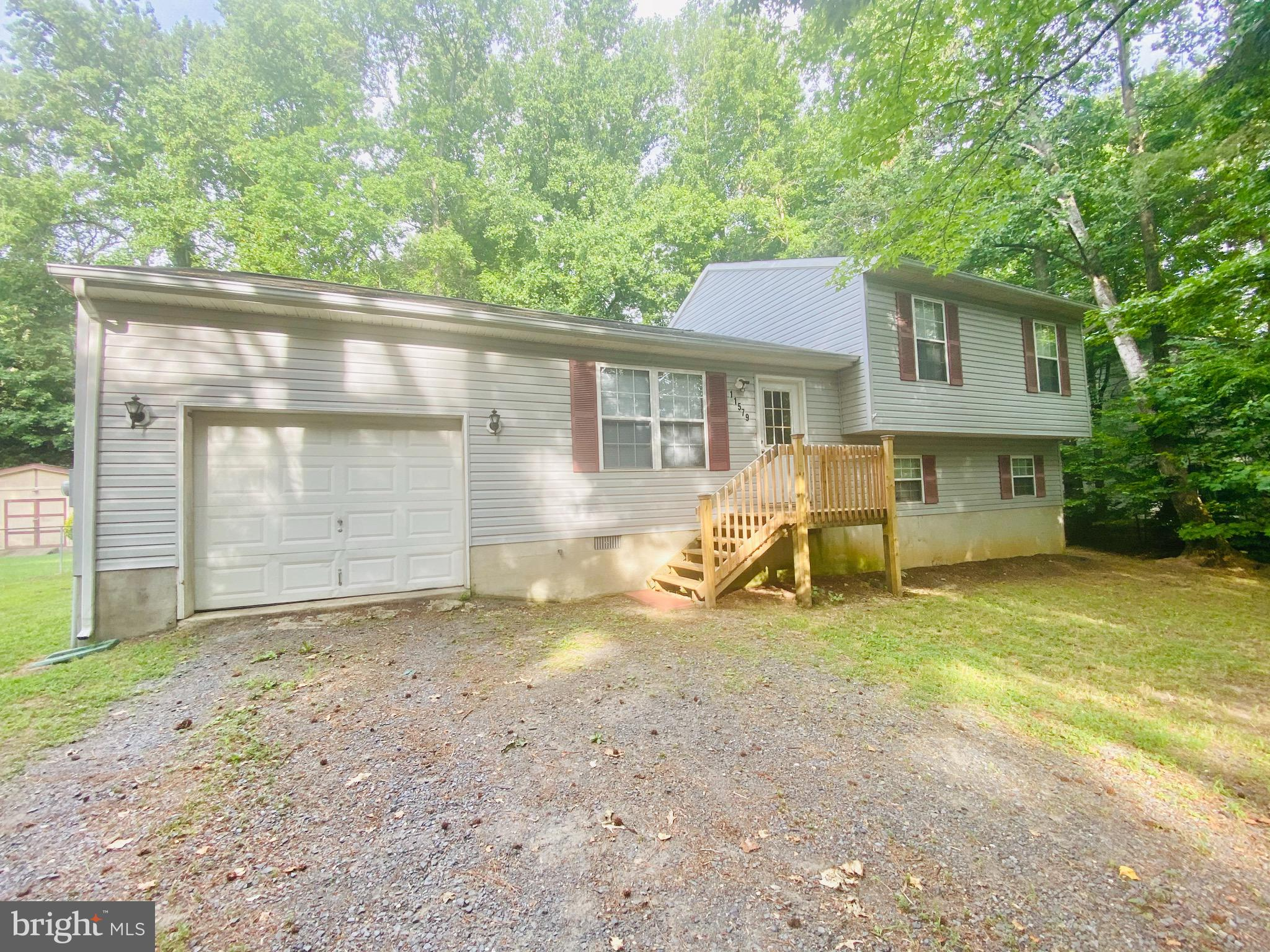 NEW ON THE MARKET!! This Split Level, 3 Bedroom/3 FULL Bathroom property in CRE is calling you home.