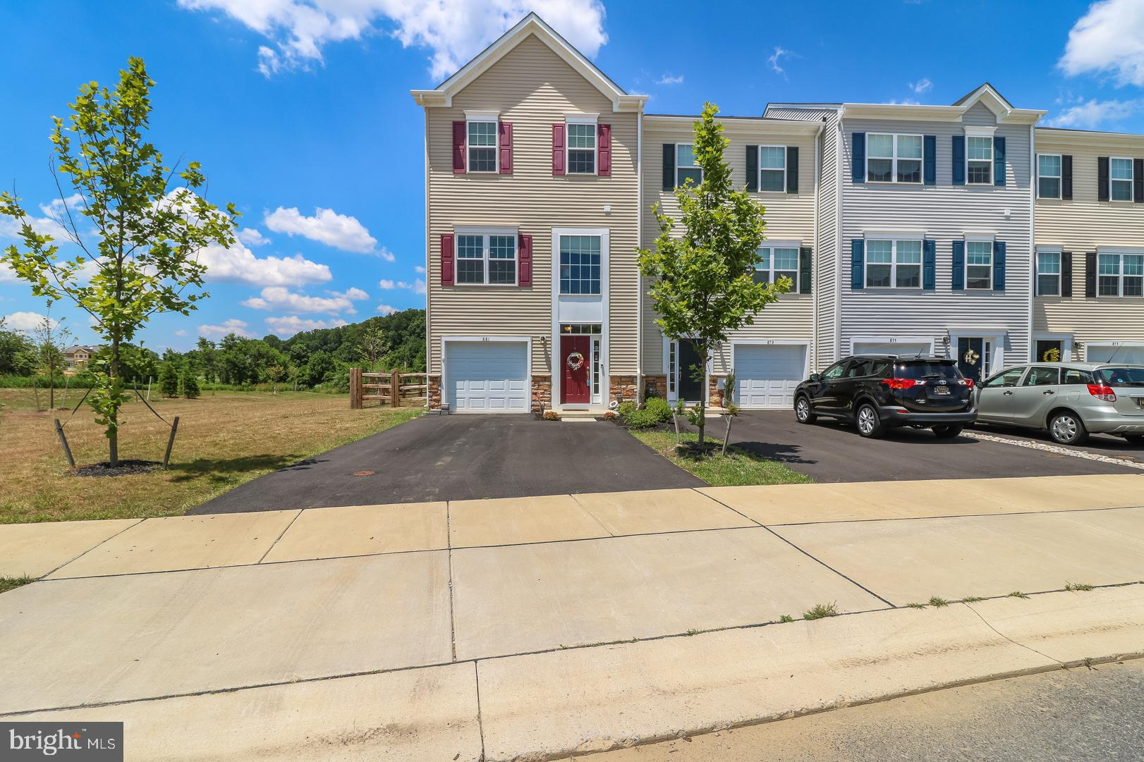 Welcome to 881 Lissicasey Loop! Conveniently located within minutes to route 1 access just south of
