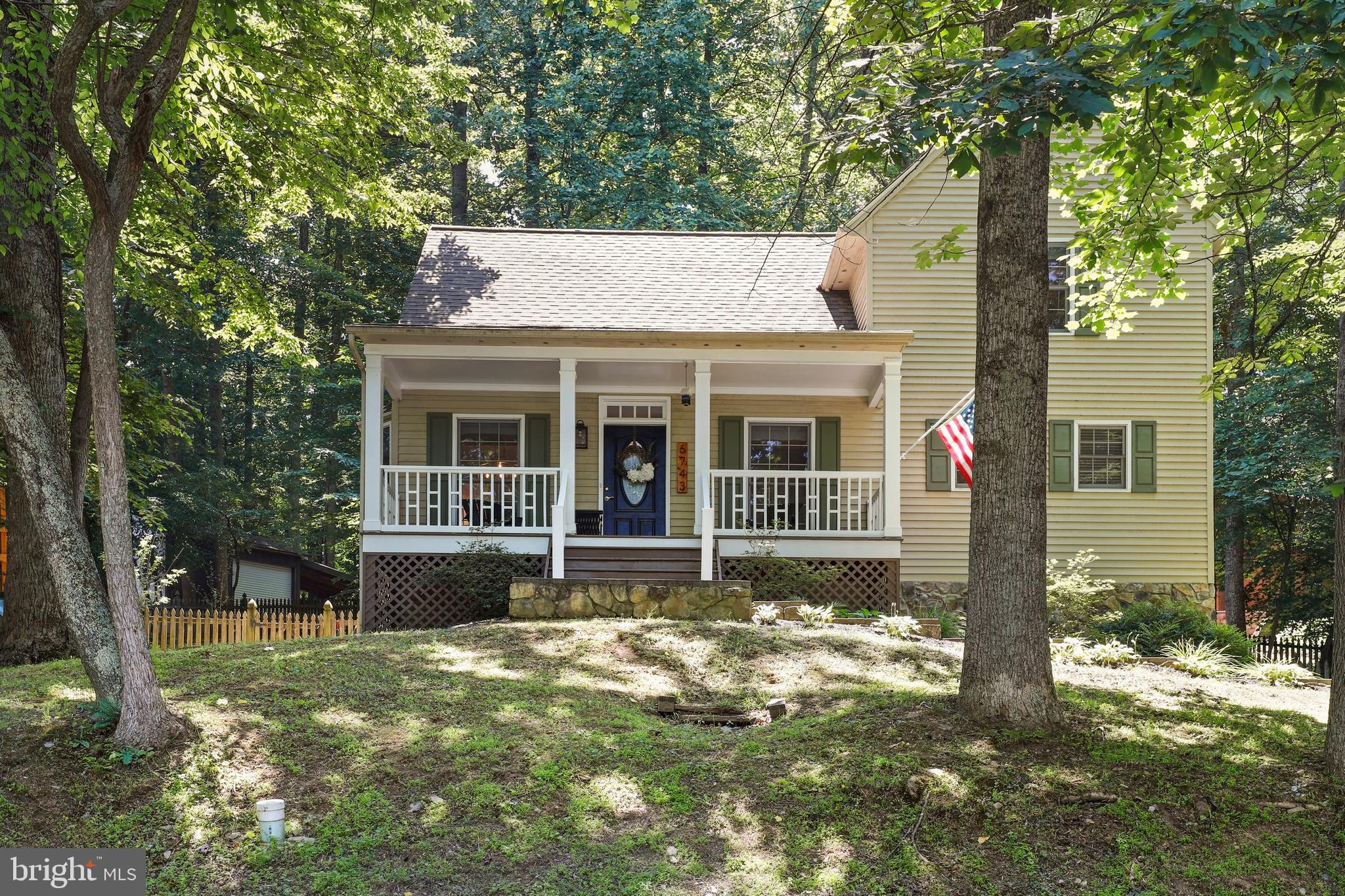 Gorgeous home in Lake Linganore.  This 3 bedroom 2.5 baths home with a loft is sure to please.  It i