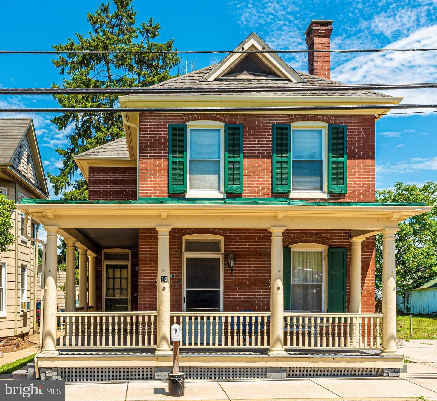 Welcome to a 2 unit gorgeous and well cared for duplex in historic Woodsboro! Come on in off of the