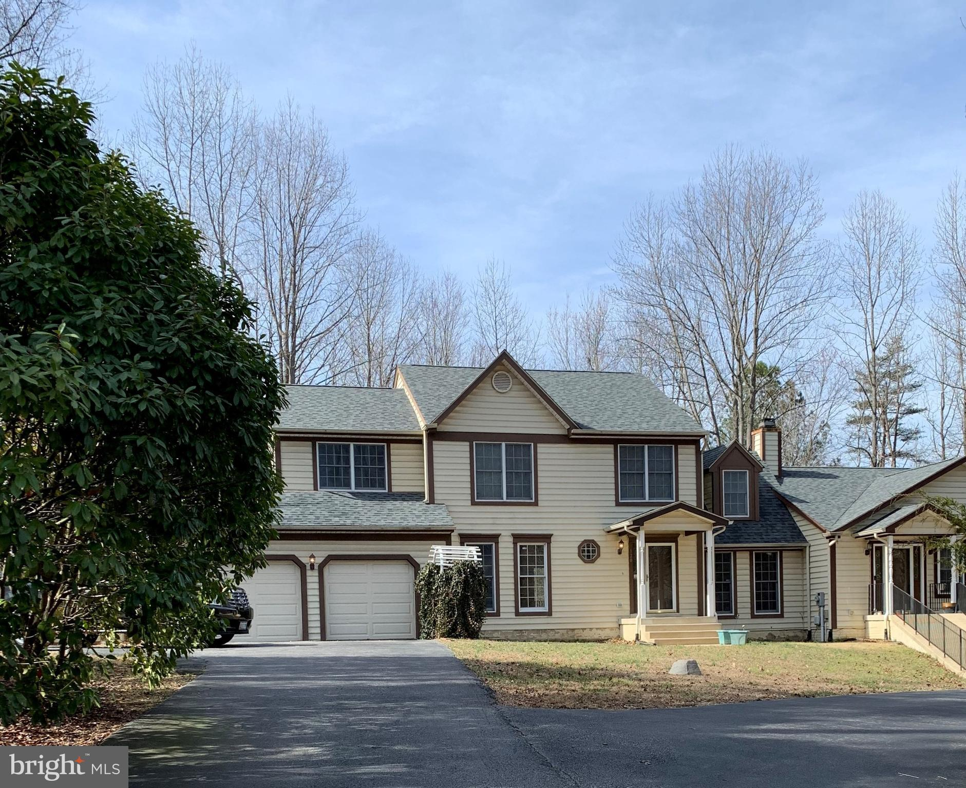 VERY ACCOMMODATING! Large Immediately Available Home on 1 Acre Lot.  6 BR, 6.5 BA, hardwood main lev