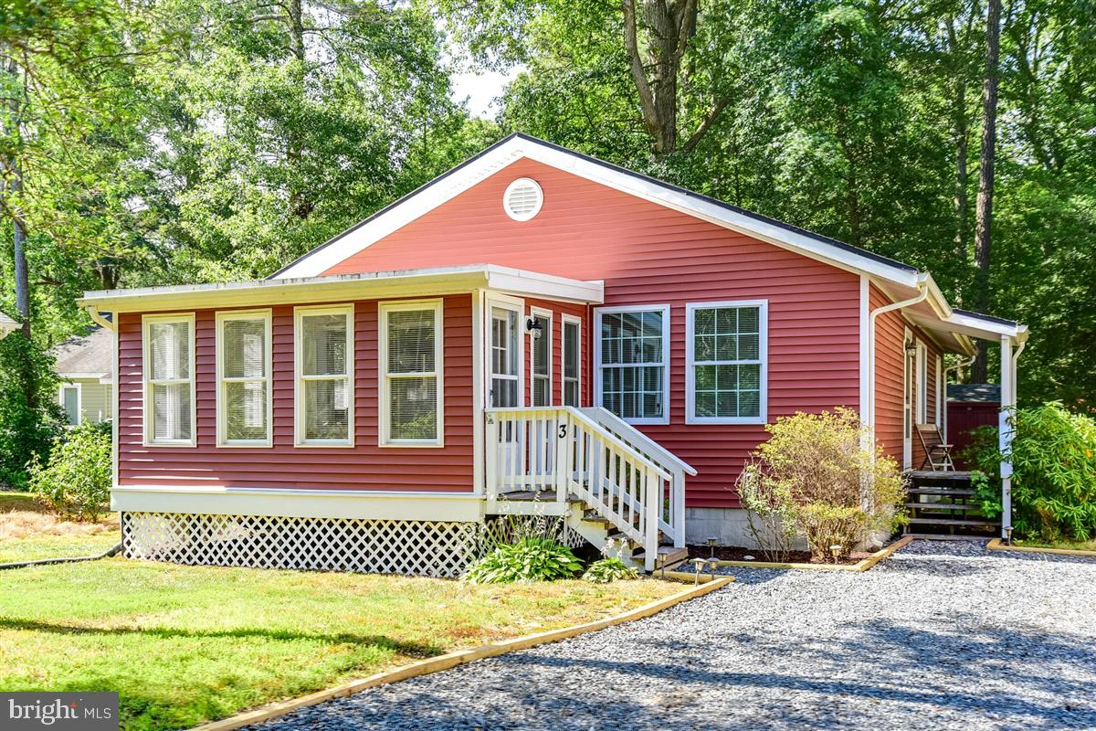 Charming Rancher! This 3 bedroom 2 bath home offers open kitchen/dining area with breakfast bar.  Bright and airy sunroom features lots of windows that overlook the front yard.  Spacious driveway provides plenty of room for parking.  This home won't last long, call for your personal tour!