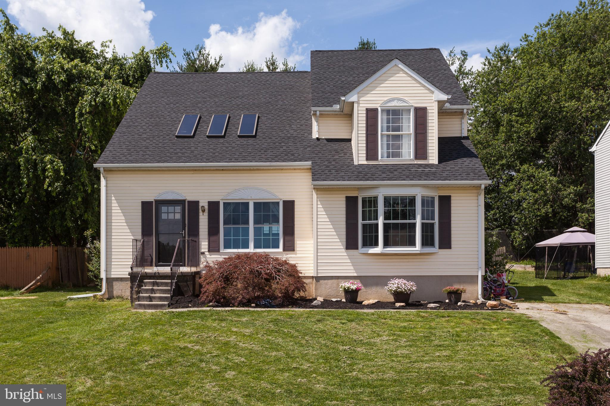 Gorgeous home ready for you to move in! This home has almost 3000 sq ft and tons of upgrades. New ro