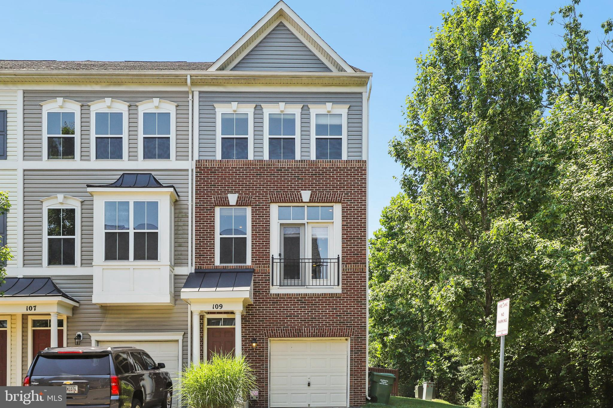 Beautiful 3 story townhome in Woodstream! Upgrades galore, hardwood and tile floors throughout , gra