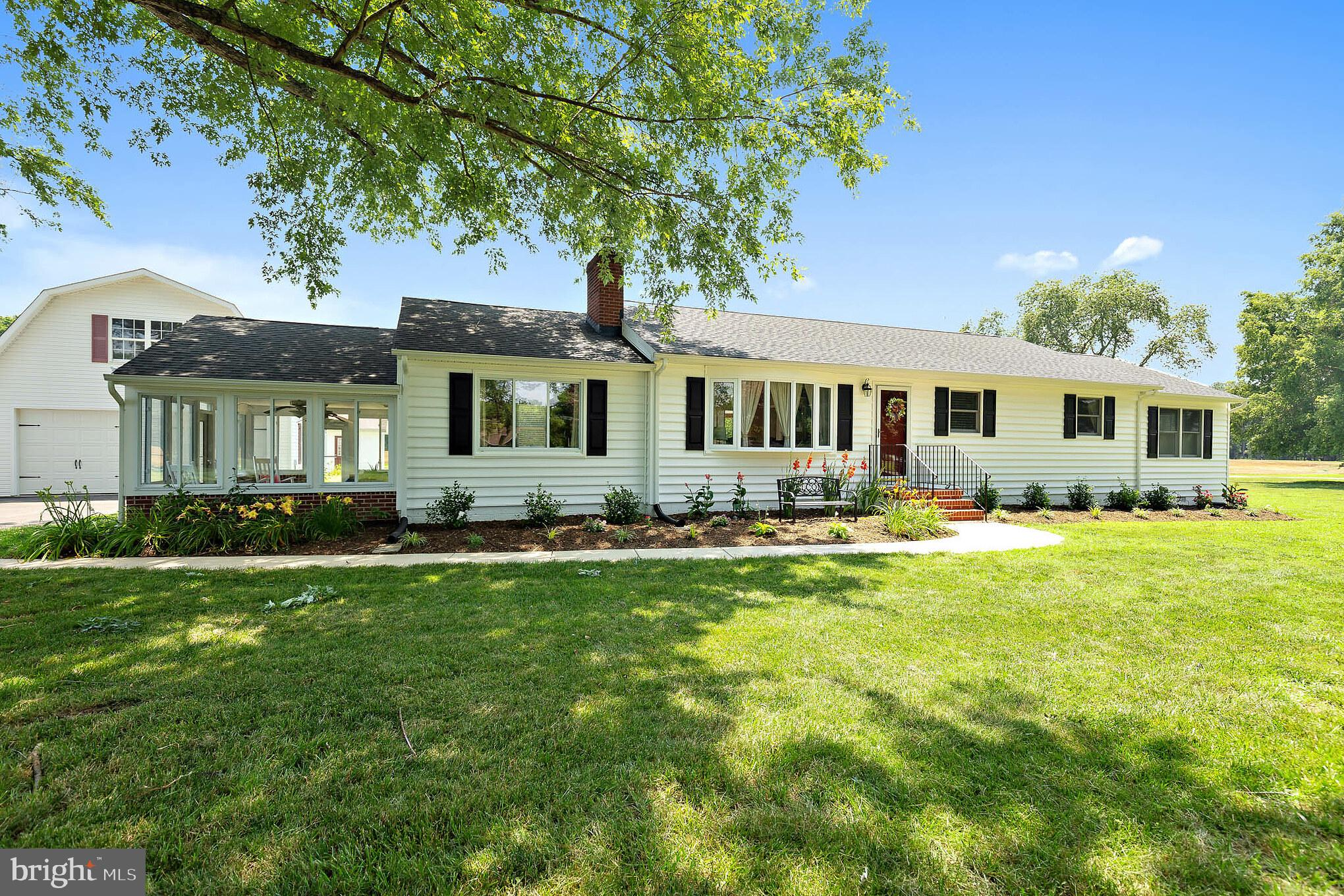 Looking for that perfect Calvert County setting? You've found it here with this gorgeous rural setti