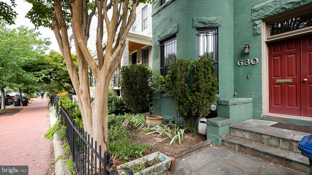 Victorian row home condo located where two of DC's most desirable neighborhoods merge.  This charmin