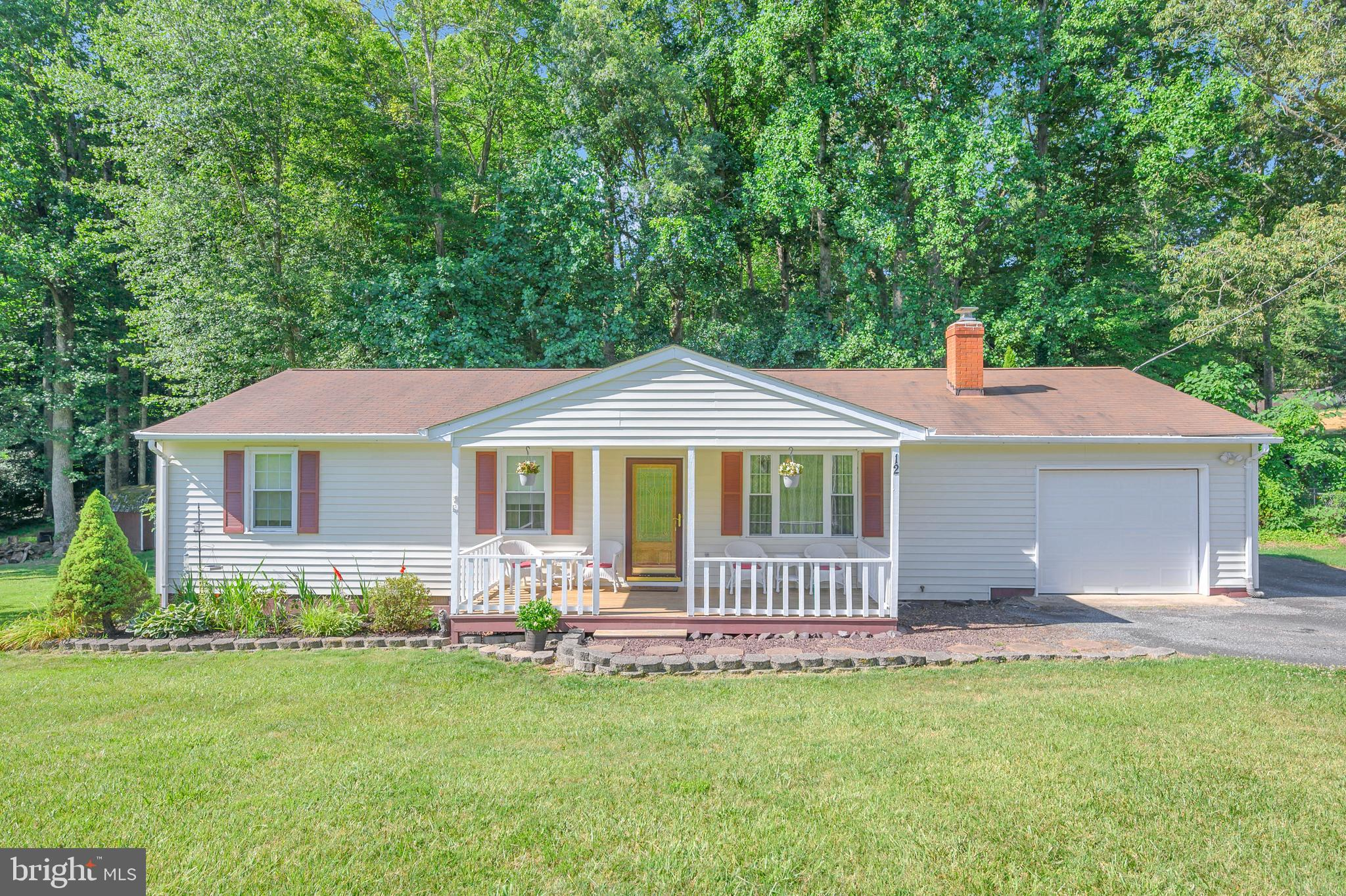 Adorable 3 bedroom, 2 bath rambler in established, private lake community!   Updated kitchen with gr