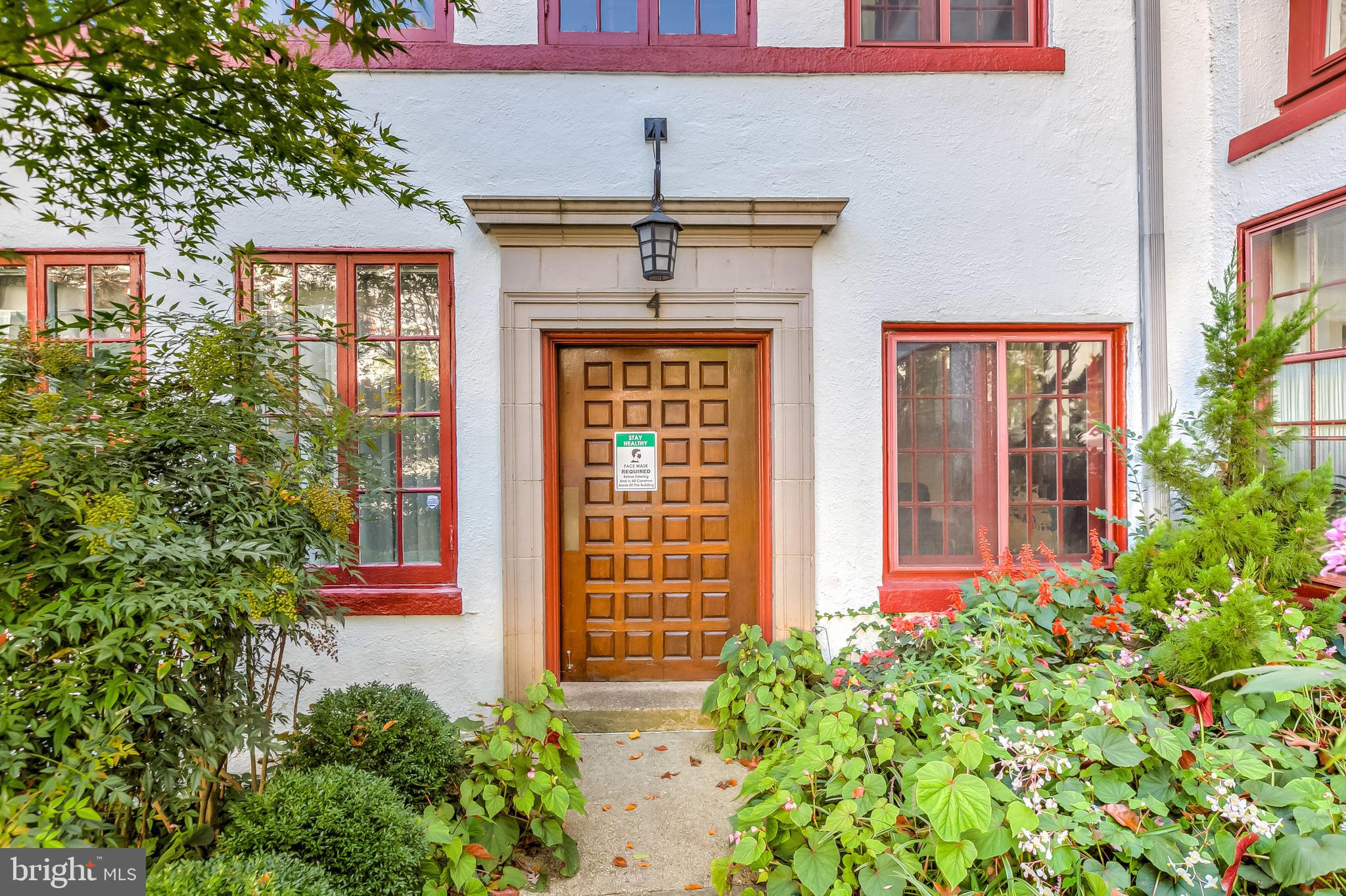 Elegant Condo Flat in Gardens of Guilford has lovely and architecturally interesting  historic windo