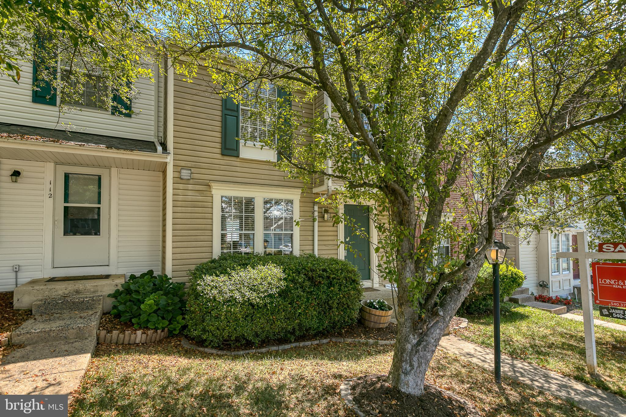 NORTH STAFFORD 3 level charming 3 bedroom, 3.5 bath commuters dream with assigned parking ! Just min
