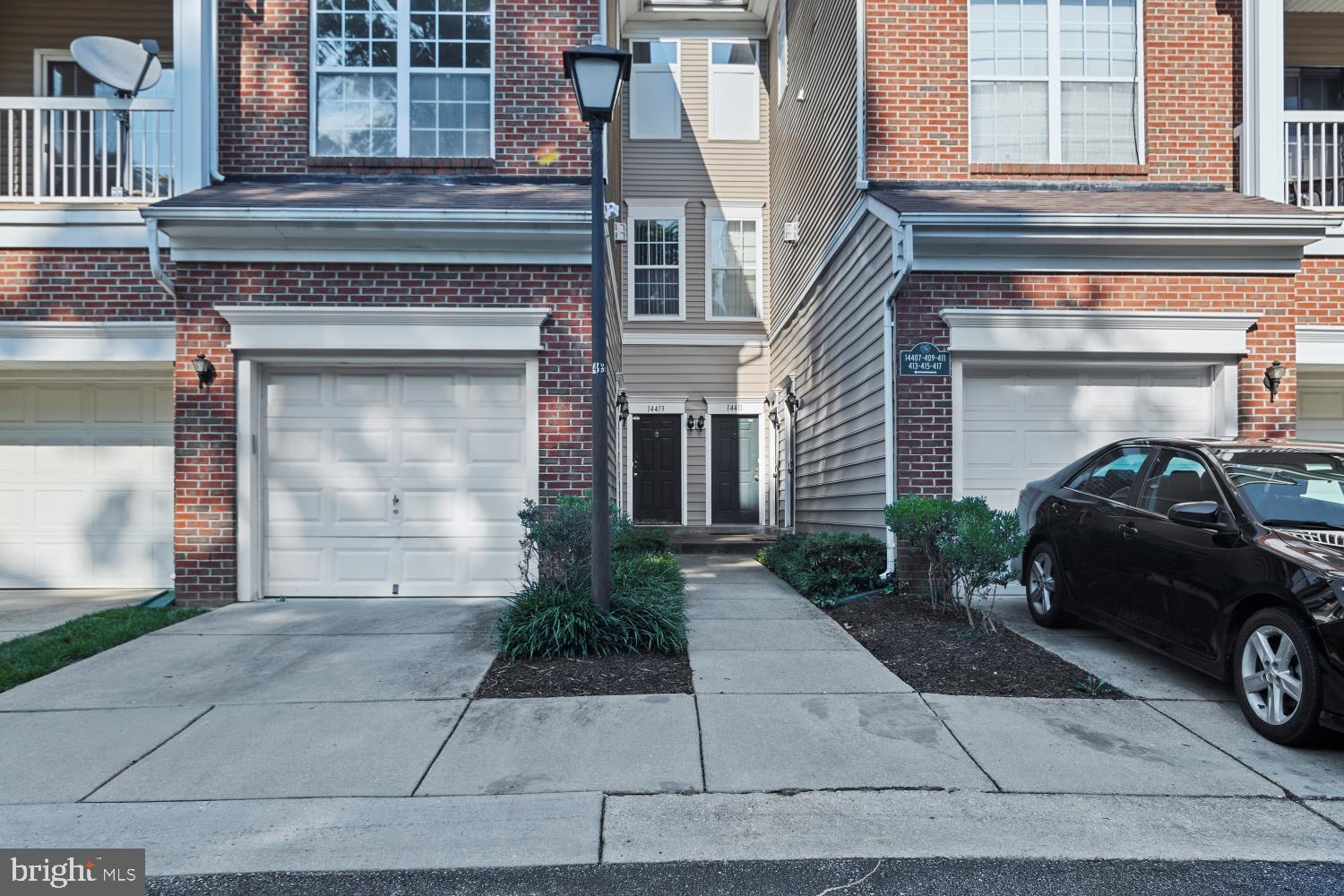 **WELCOME HOME TO POPULAR HAMPSHIRE HALL!** VERY SPACIOUS AND BRIGHT 2 BED/2BATH TOWNHOME  CONDO  WI