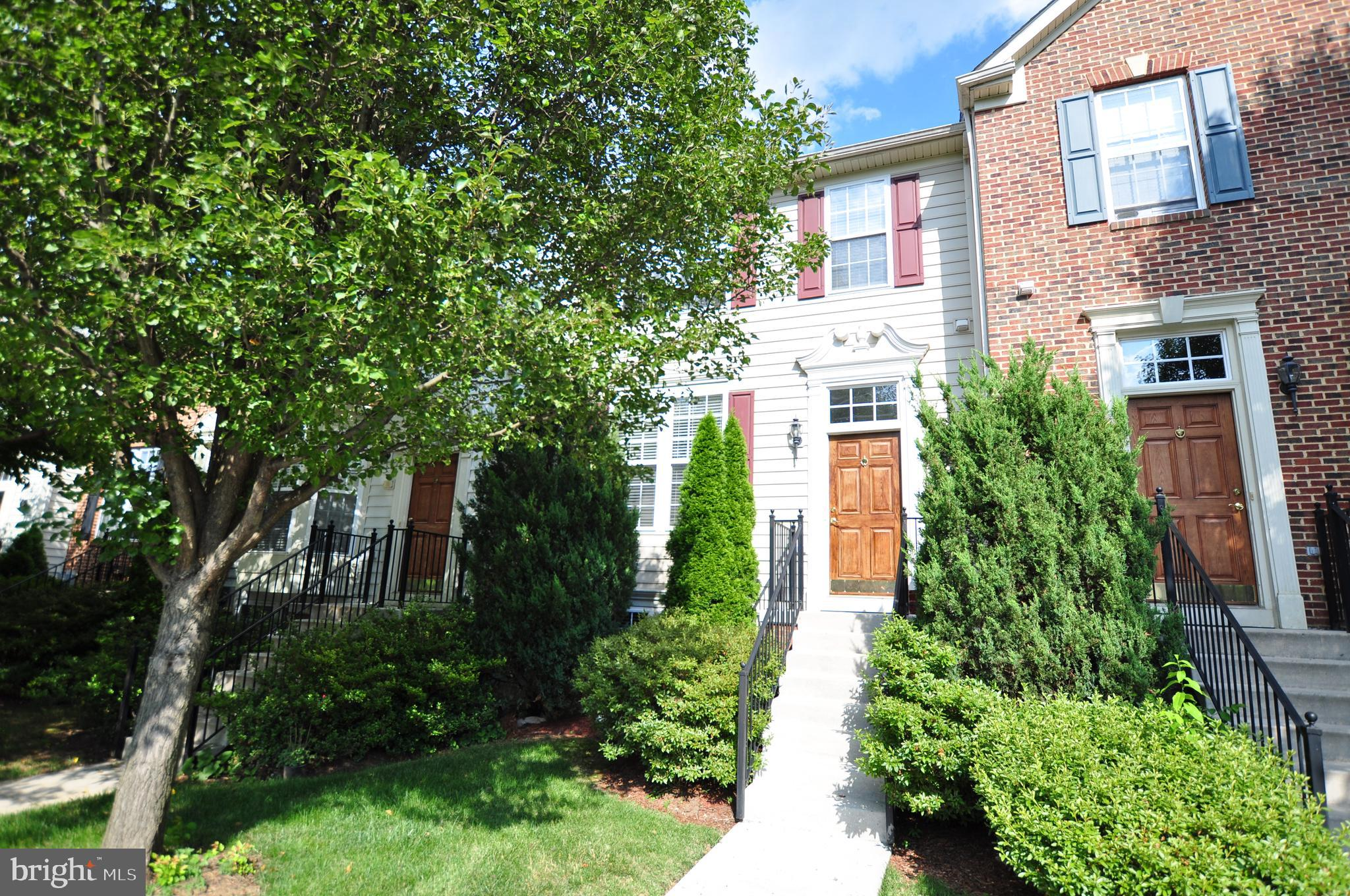 Beautiful Shenandoah Springs Townhouse!  Two Master Suites Upstairs!  Open Concept Main Level Living