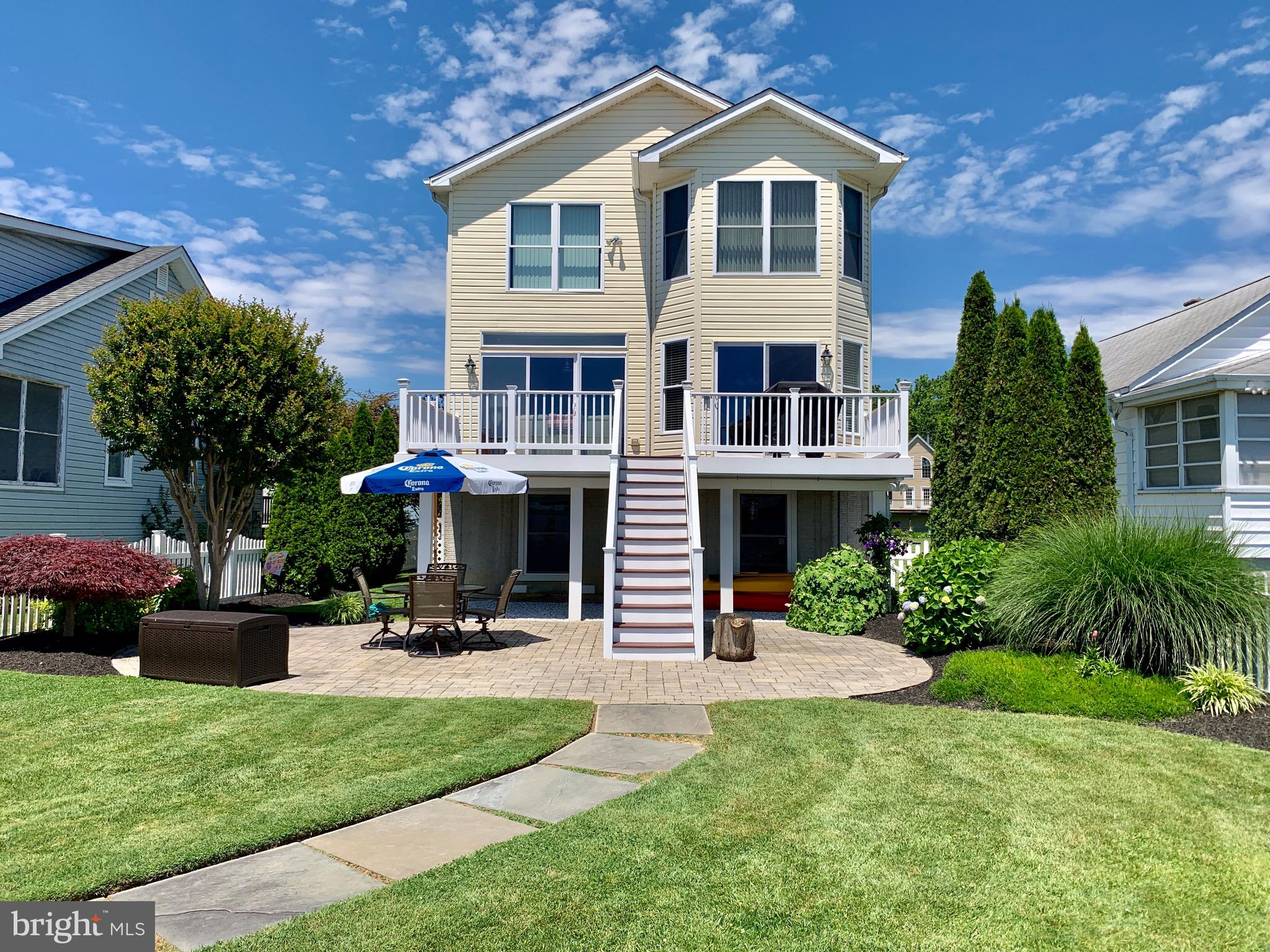 *Waterfront*Check out this move-in ready Waterfront home with Million Dollar Views! 4-5 Bedrooms 3.5
