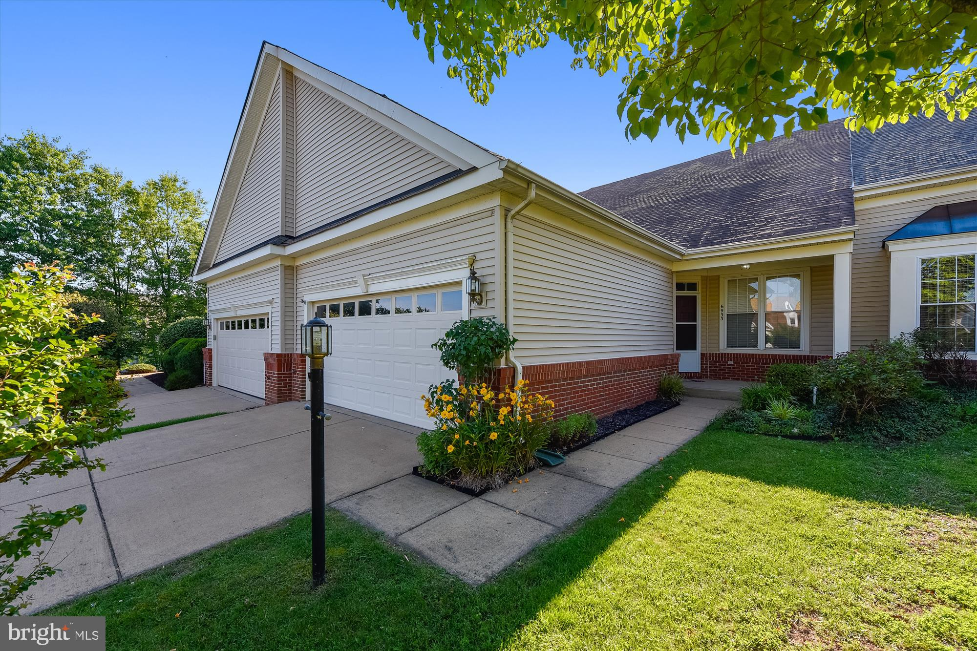 *Enjoy One Level Living in this Updated and Move in Ready Patio Home*Gleaming Hardwoods*2 Br / 2 FB*