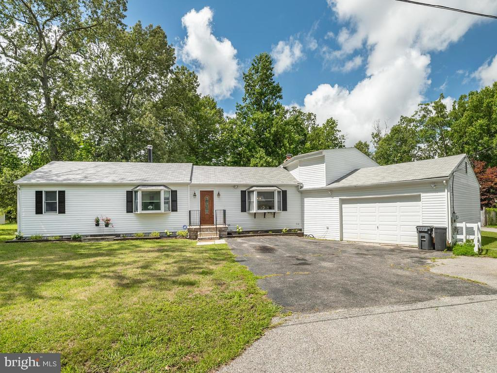 NO HOA!  Huge lot! 2 car garage and at least 6 additional parking spaces in the driveway!  Hang your