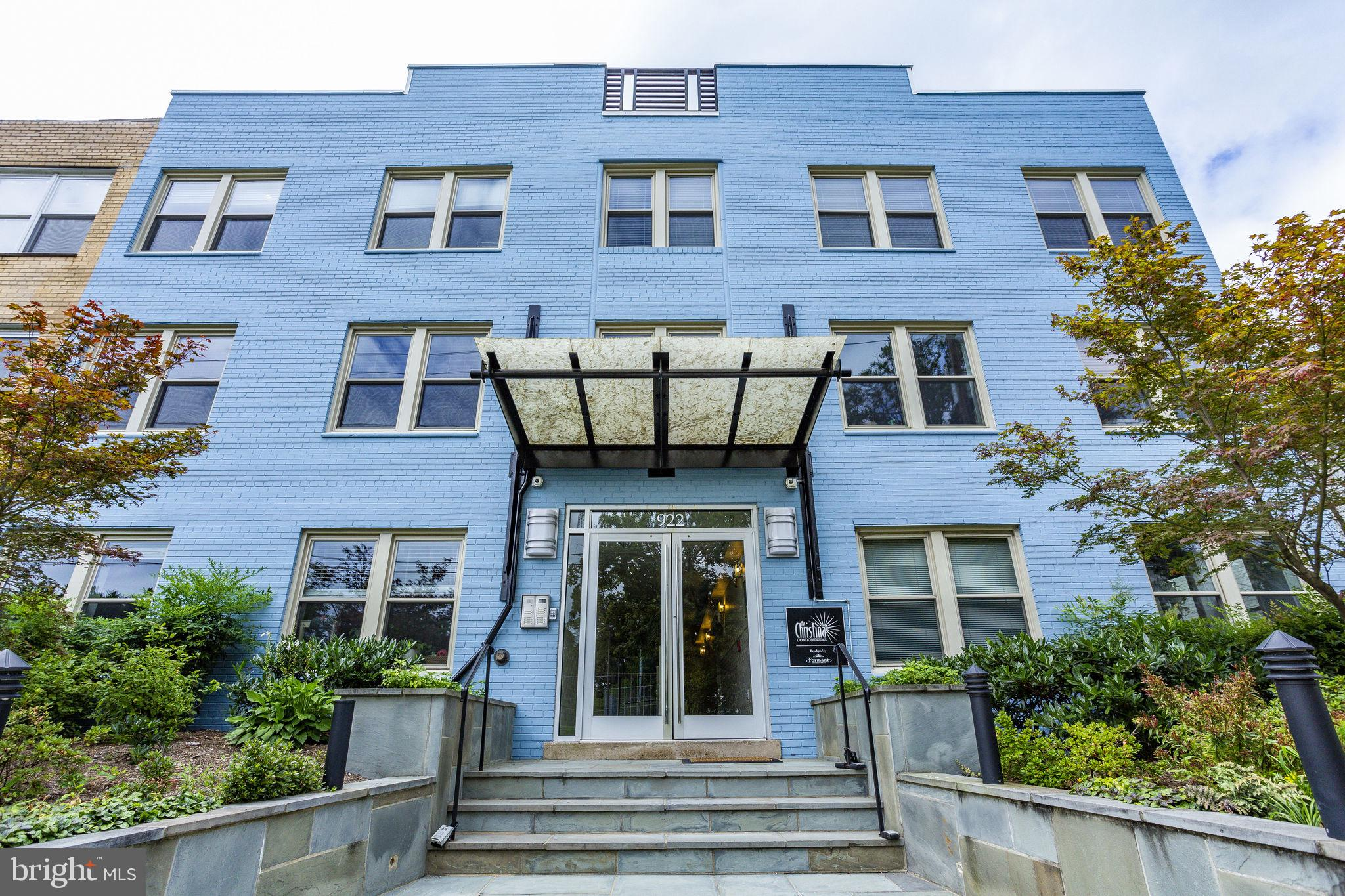 Welcome home to this gorgeous sun-filled, top floor, pet-friendly condo within a boutique building i