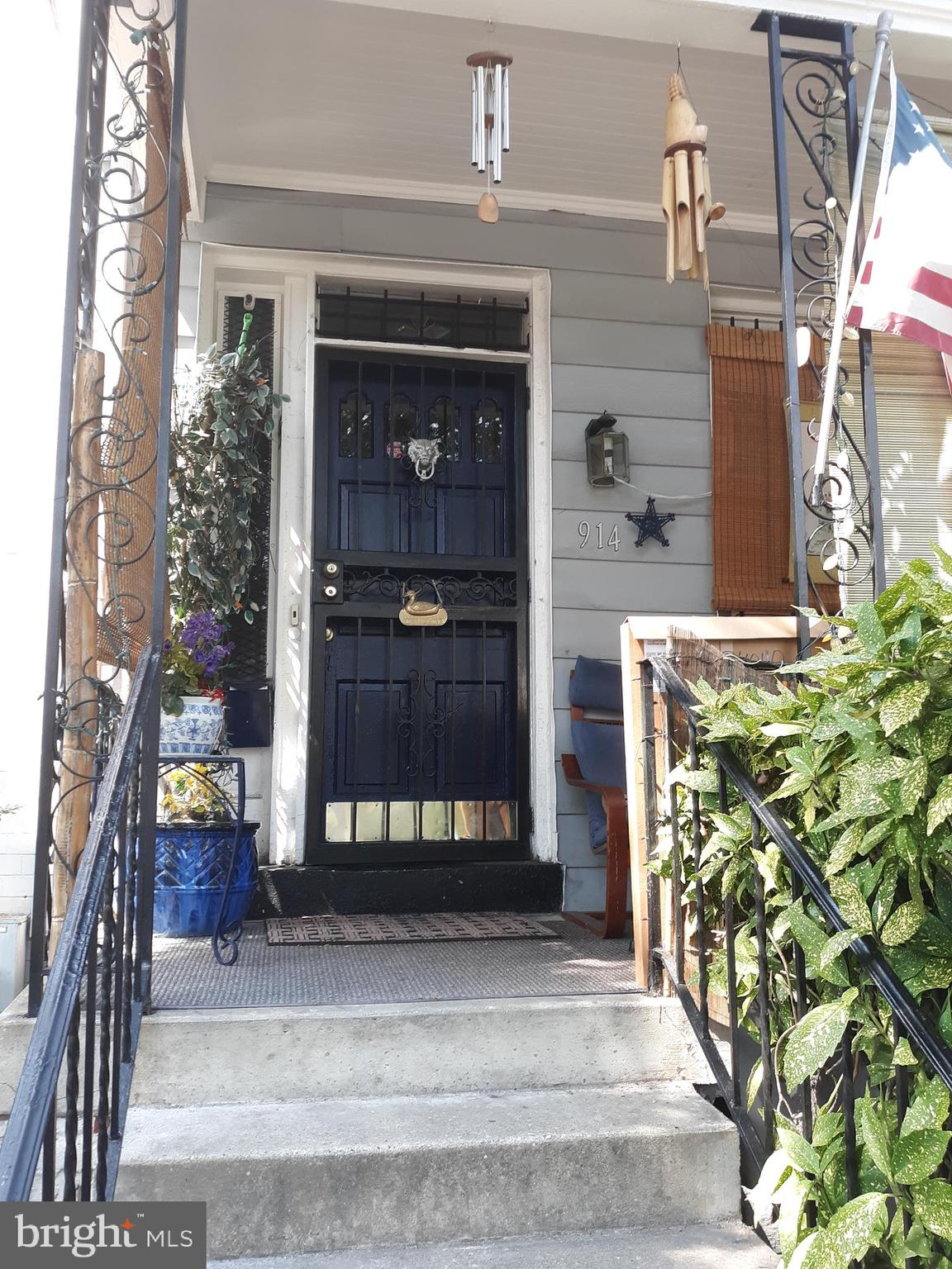 If you like Capitol Hill and doing your own updating, this property is for you!! Metro 4 blocks away