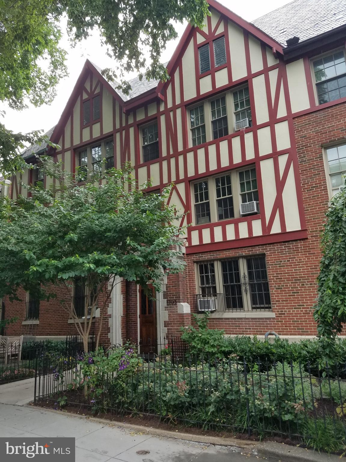 BEAUTIFUL & MOVE-IN PERFECT. HI CEILINGS, HARDWOOD FLRS & BIG WINDOWS. GORGEOUS KITCHEN WITH LOTS OF