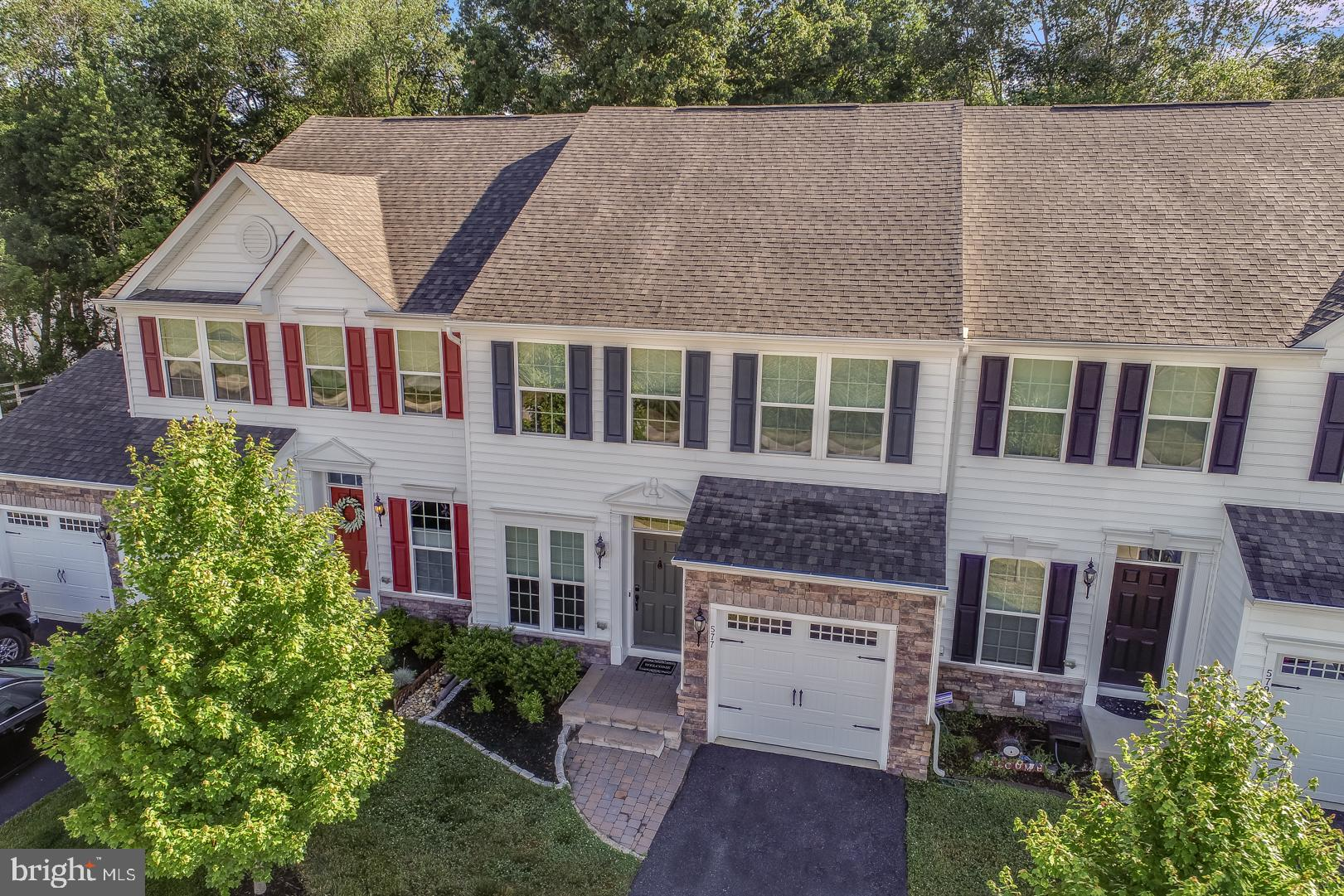 Welcome to 577 Canal Drive in the highly sought after community of Canal View! Backing up to the C&D