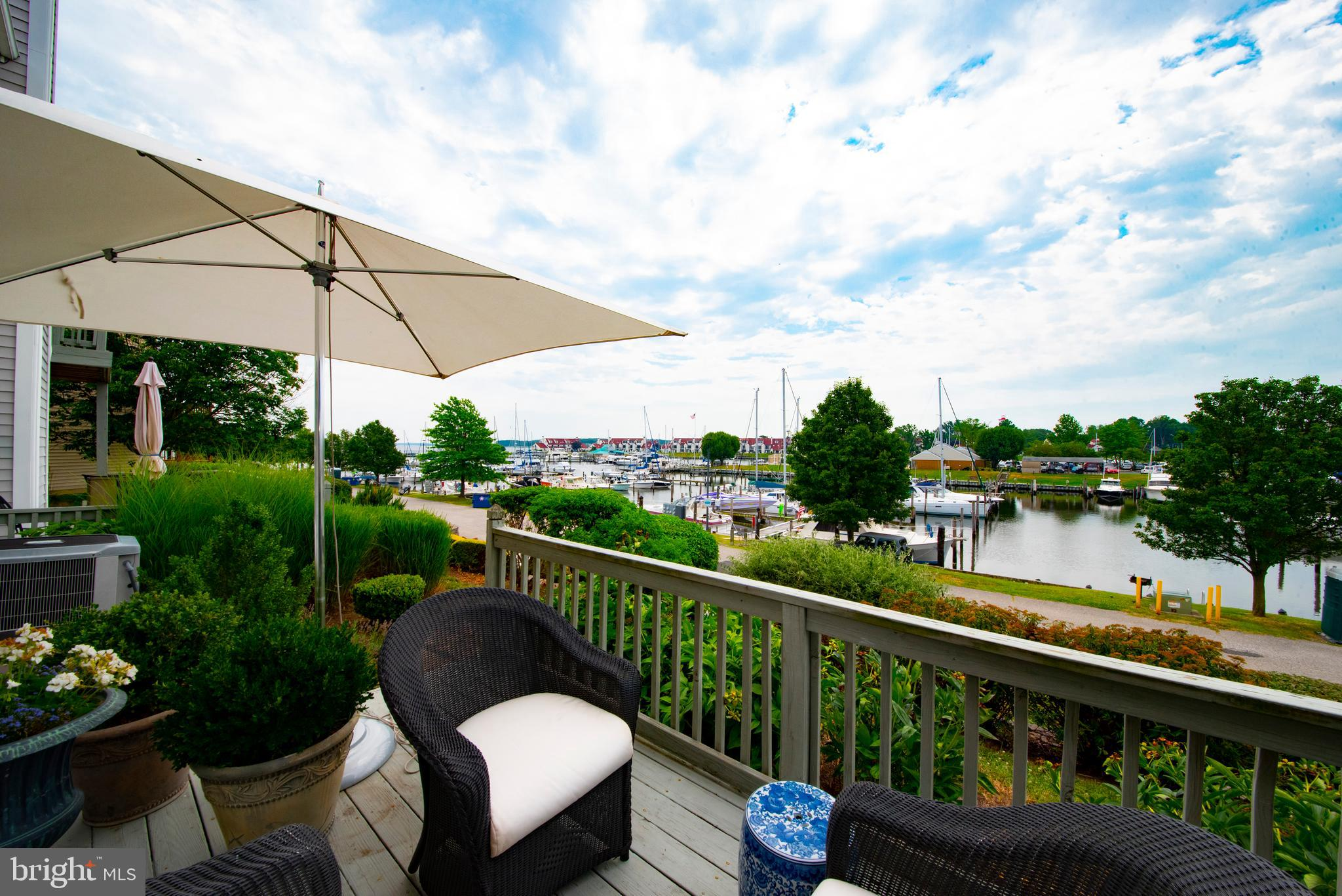 Wonderful  condo located on Kent Island in a community setting.  Featuring water front views from al