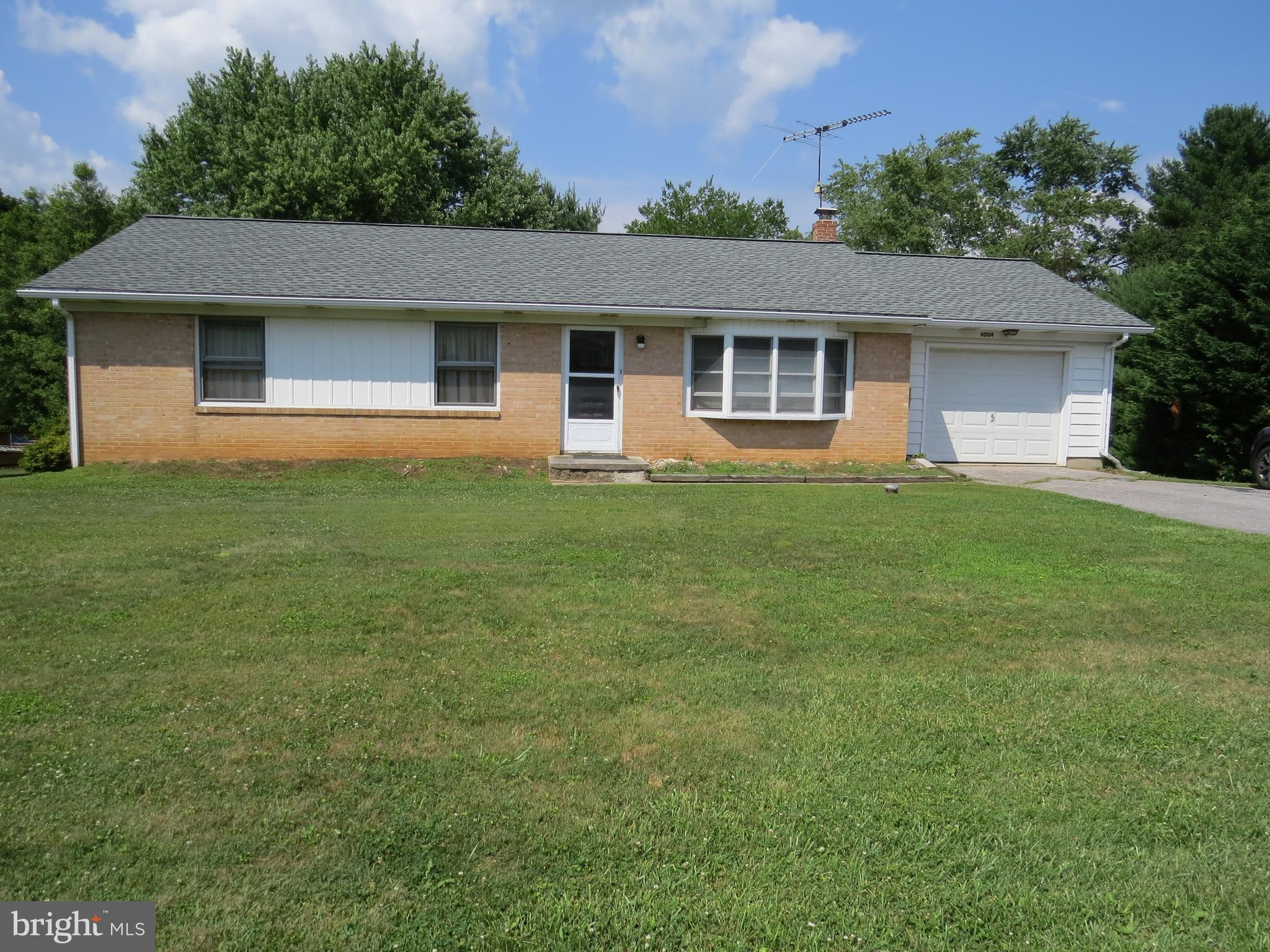 Here is the classic ranch style home you've been waiting for within a Court location.  3 Bedrooms, 1
