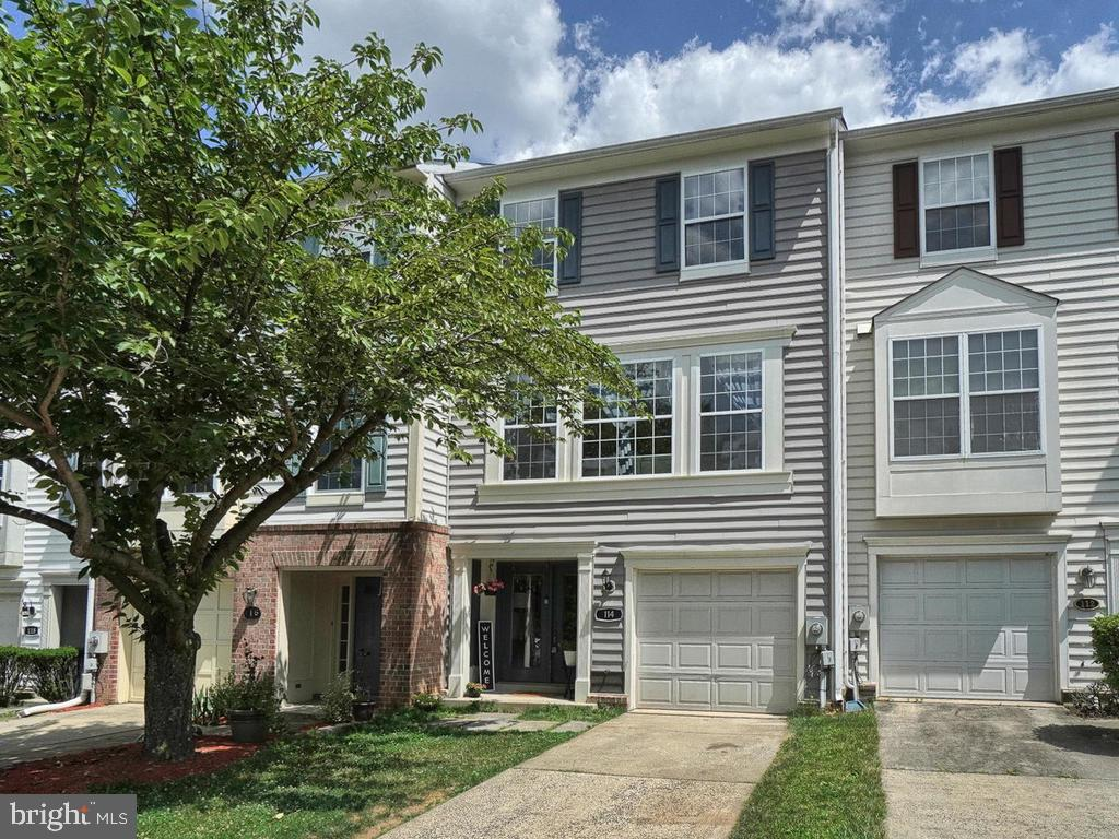 THREE LEVEL FOUR BEDROOM TOWNHOME SITUATED ON A CUL DE SAC! FEATURING...HARDWOOD FLOORS, BRIGHT & OP