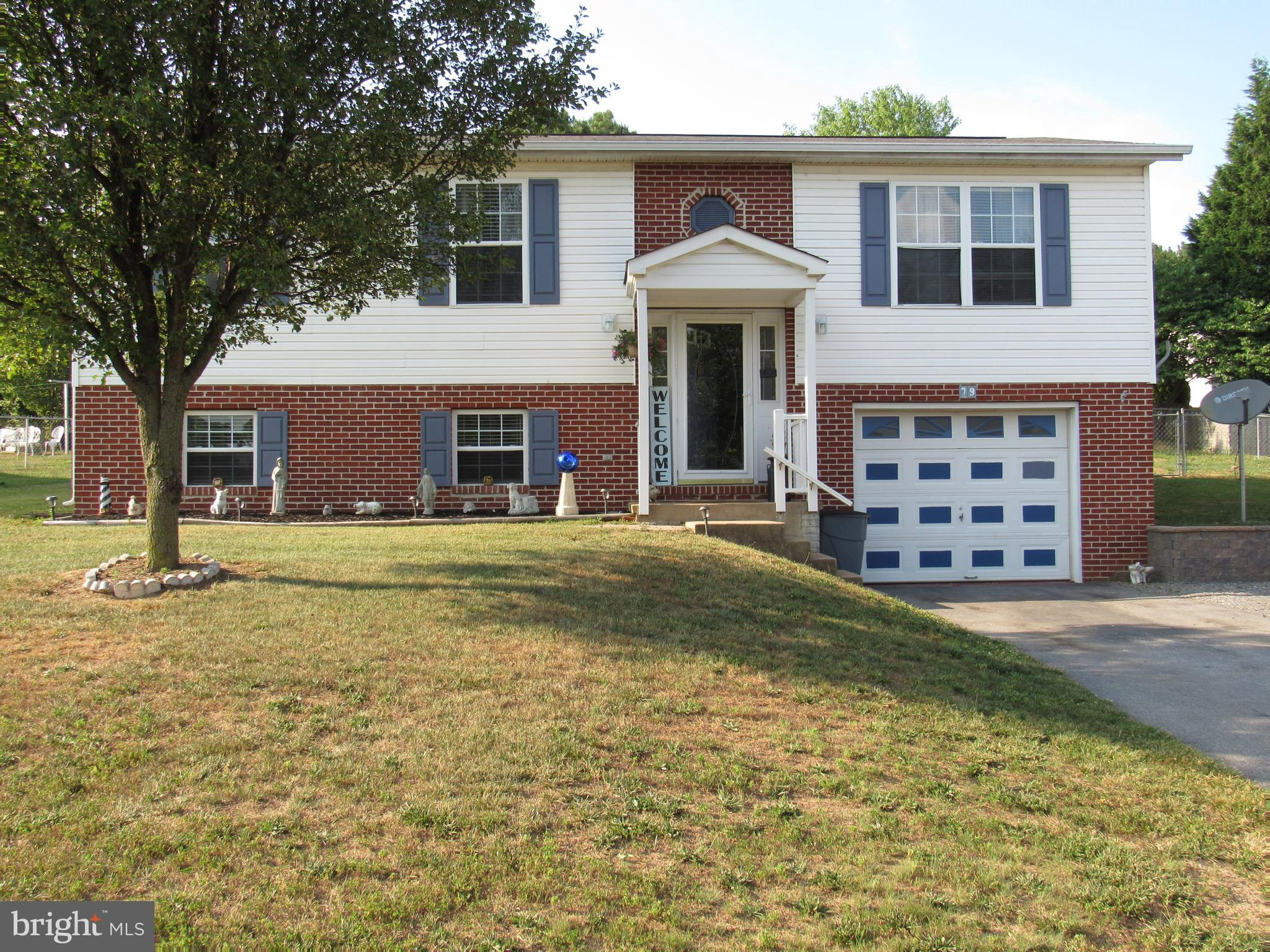 This is a well maintained vinyl/brick split foyer with a one car garage. 3 bedrooms, 2 full baths, s