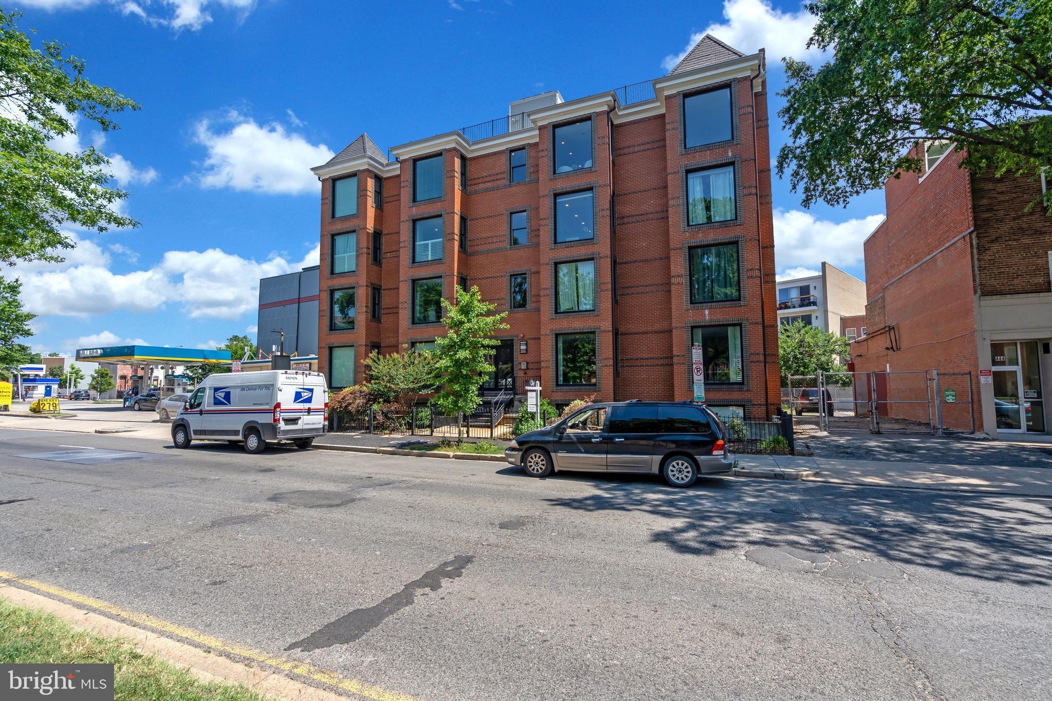Live in the social epicenter of Washington, DC.   The Josephine Condominium is located at 440 Rhode