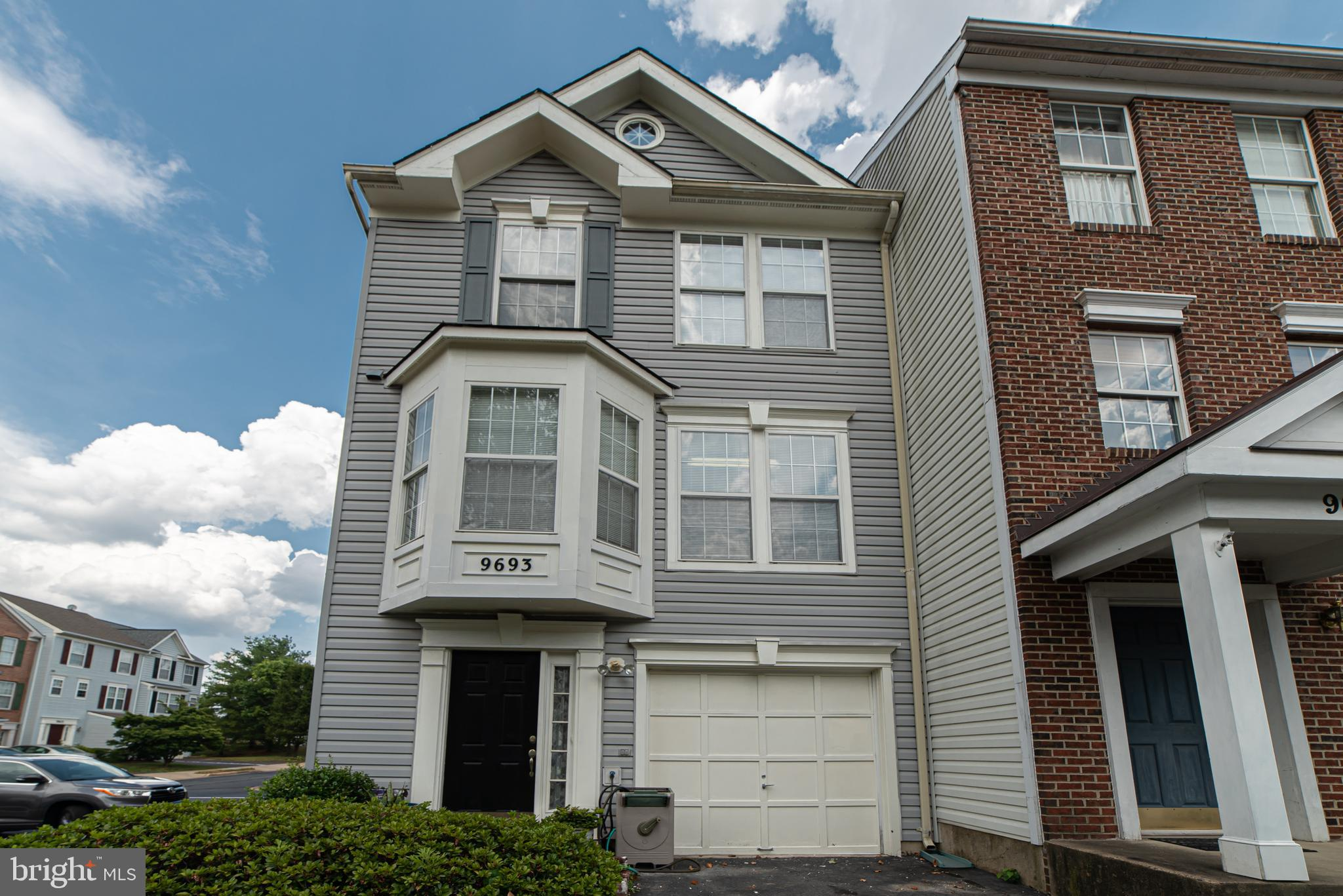 Spacious End Unit Townhouse in Saybrooke - Braemar! 3 Level - 3 BR / 2 Full / 2 Half Bths.   Recent