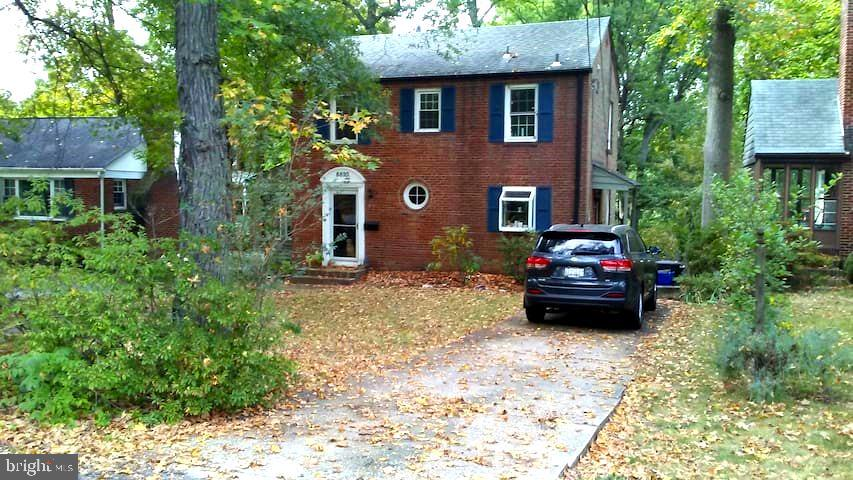 Perfect location just inside the Beltway, near the Greenbelt Metro Stop, and near shopping, yet tuck