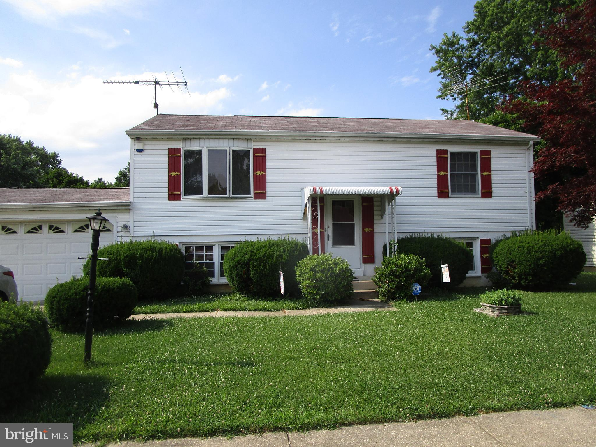 Thomson Estates Bi-Level with a two car attached garage and finished lower level.  Located in popula