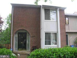 Beautiful End unit townhome. Excellent Convenient location. Hard to find Walk out basement and large