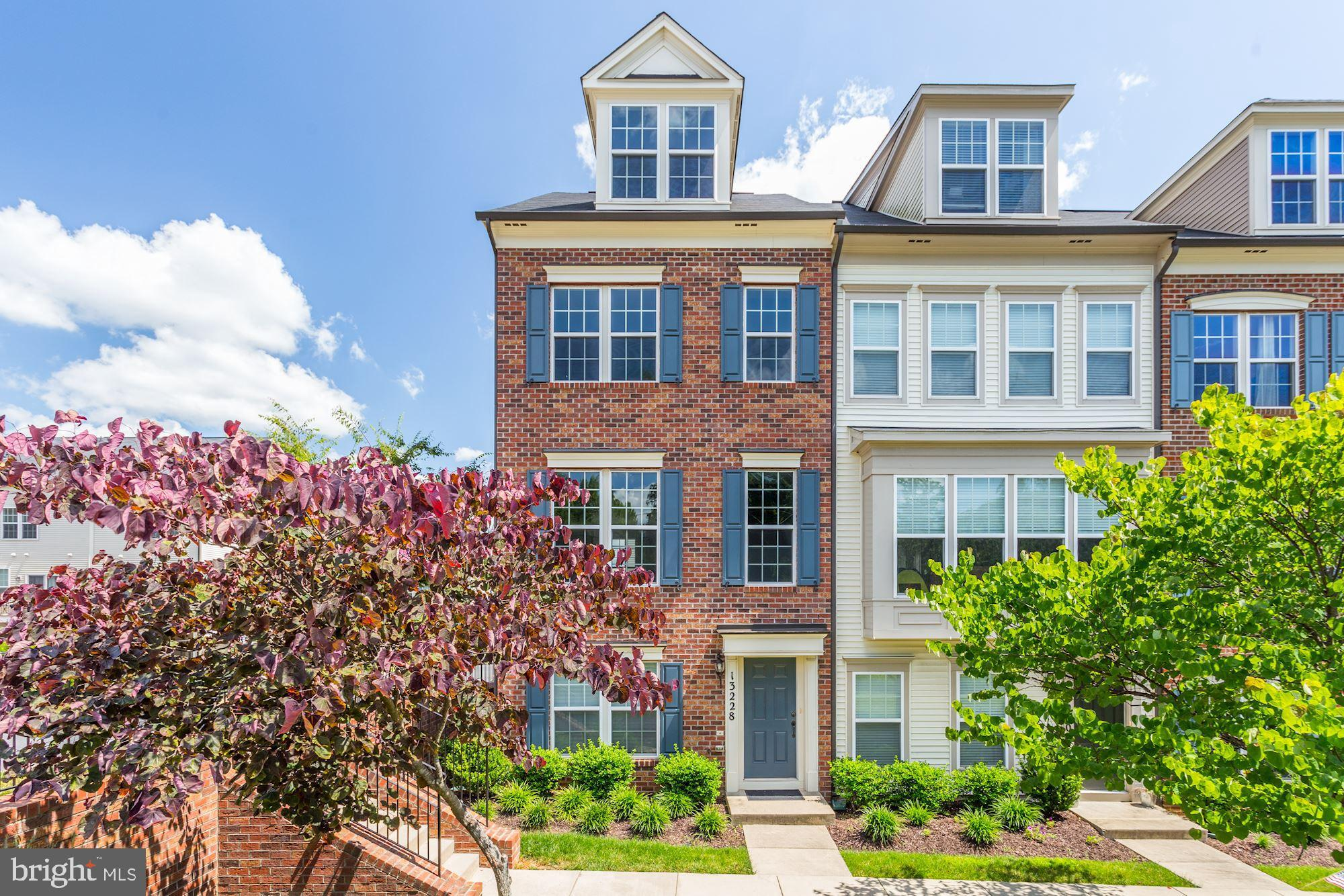 6 years old Luxury Townhome/Condo in Gallery Park, Clarksburg MD! Rarely available, largest model, e
