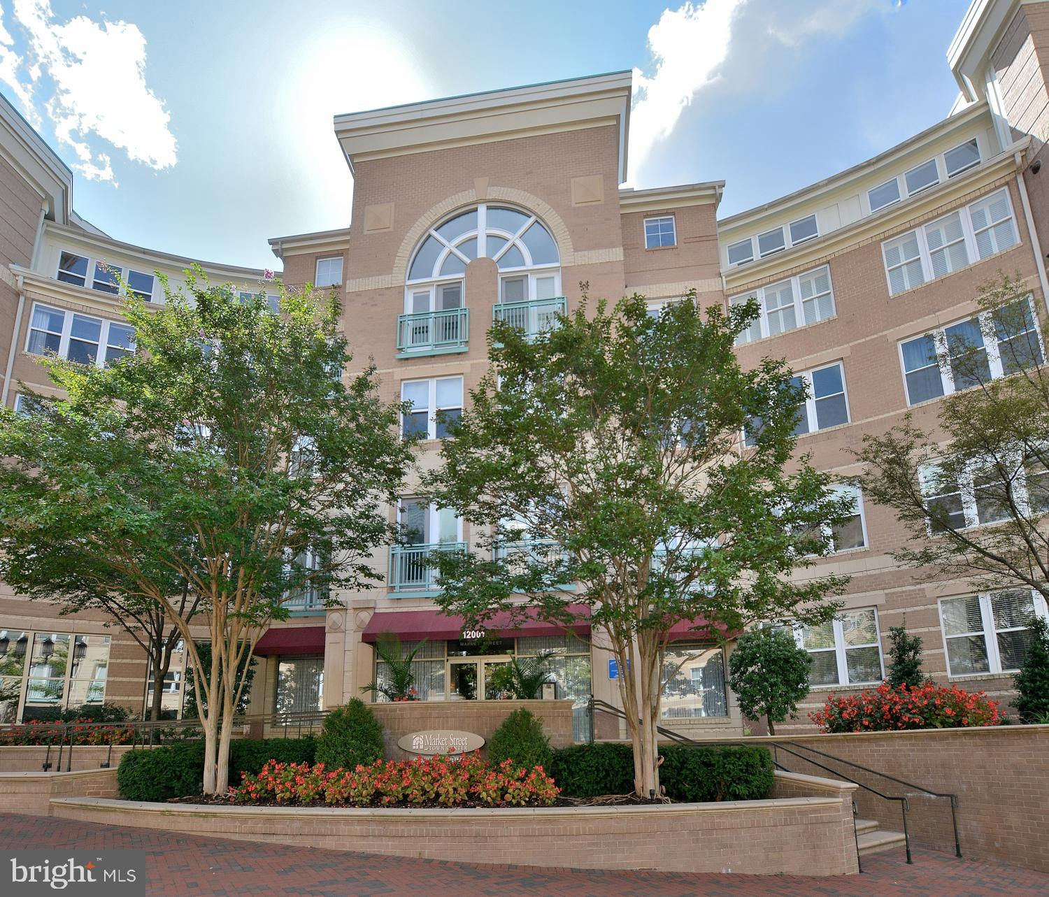 Perfect location!  Convenient to upscale restaurants, the new Silver Line Metro, Fairfax County Park