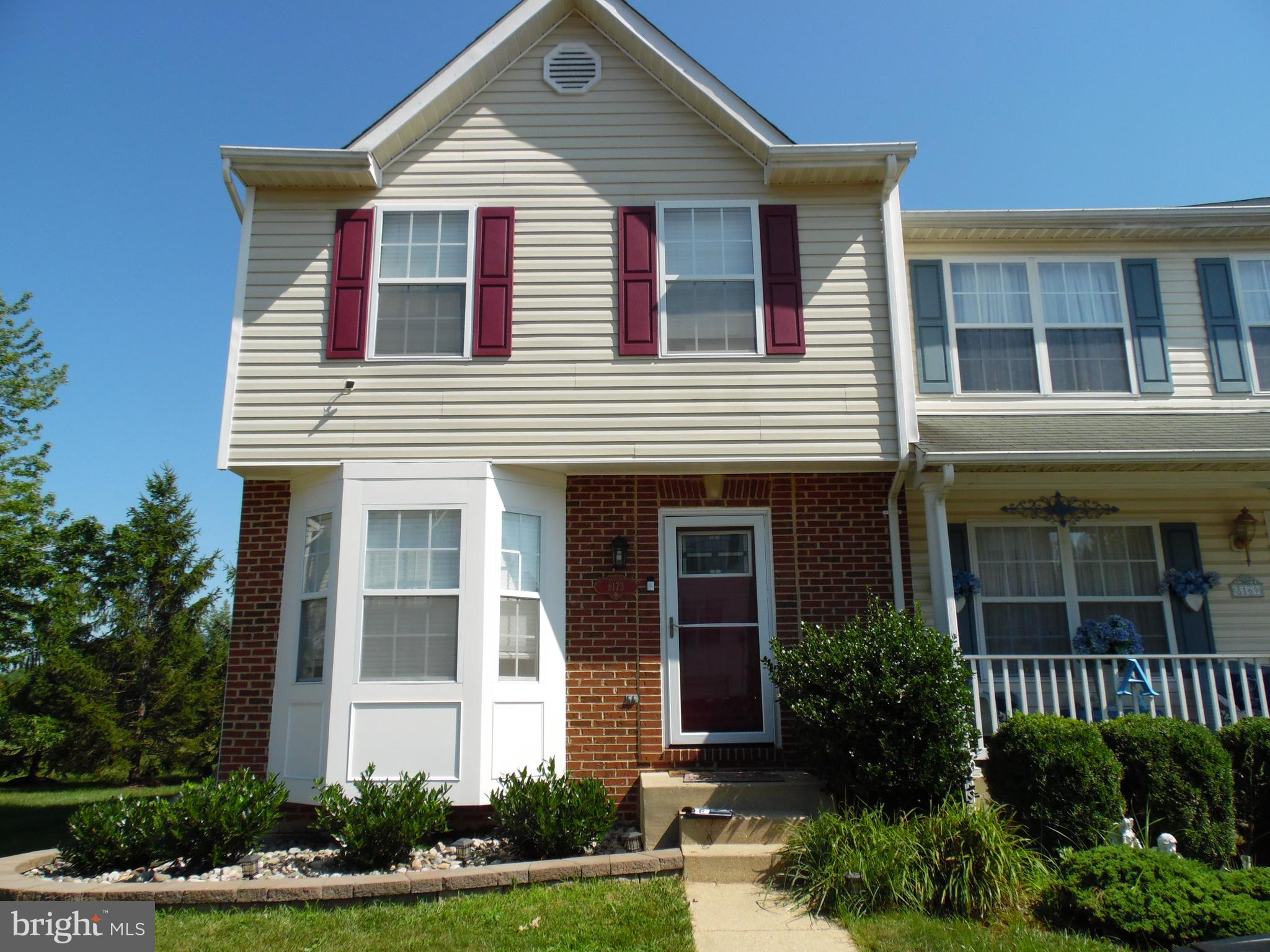 Beautiful End Unit Town Home in the heart of Richfield station, situated on the community field, wit