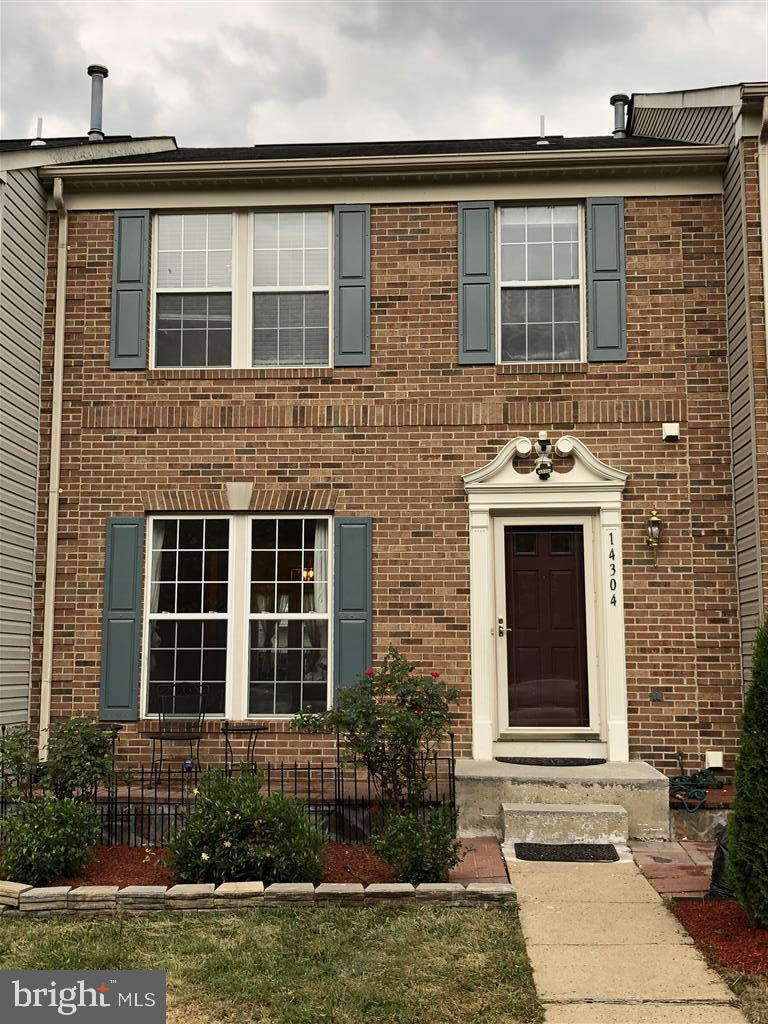 Gorgeous 3 bedroom and a den with  3.5 bath Townhouse with more than 2000 square feet of finished ar