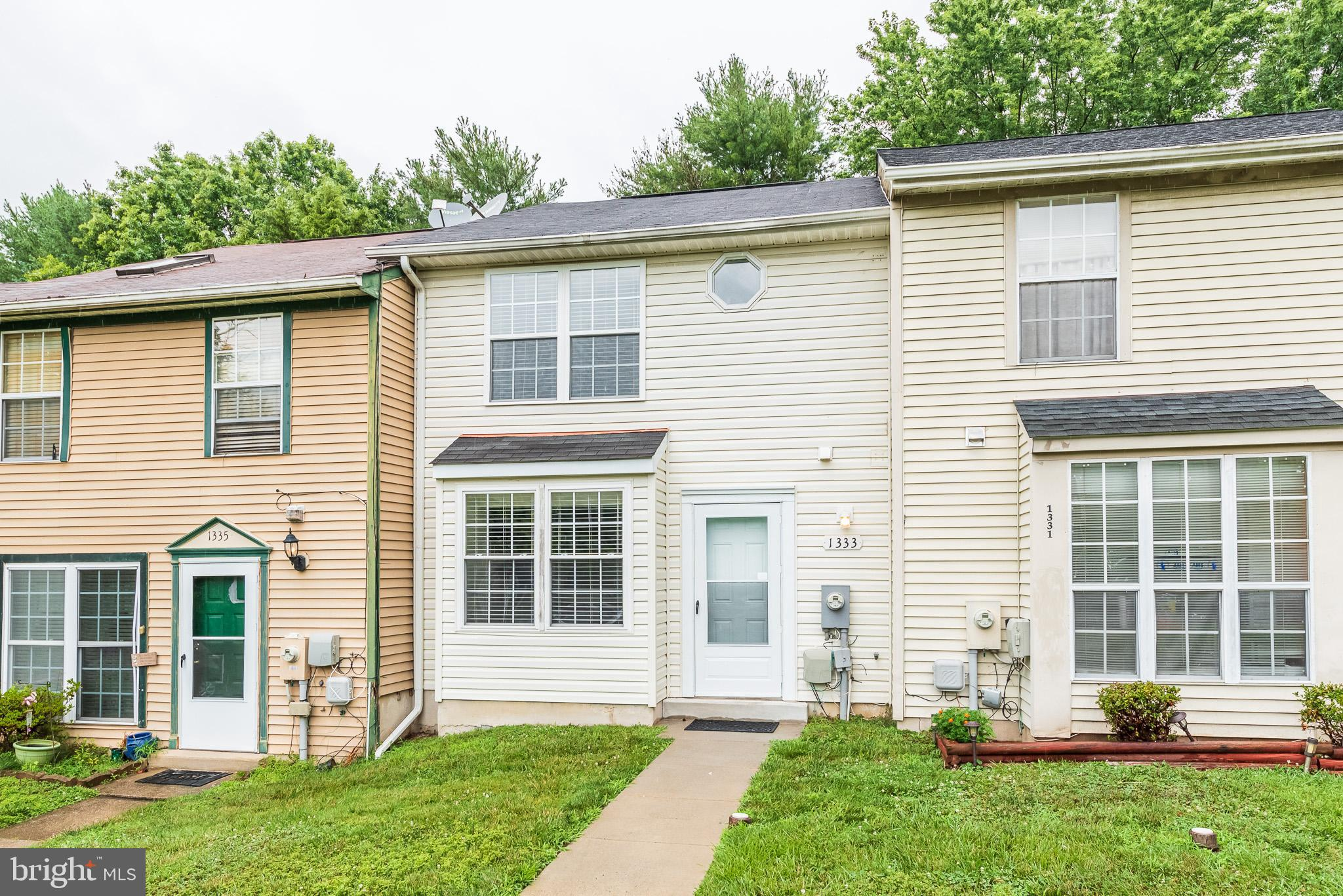 WELL MAINTAINED 3 BEDROOM, 1.5 BATH TOWNHOME!  SPACIOUS LIVING ROOM/ DINING ROOM COMBO--UPDATED KITC