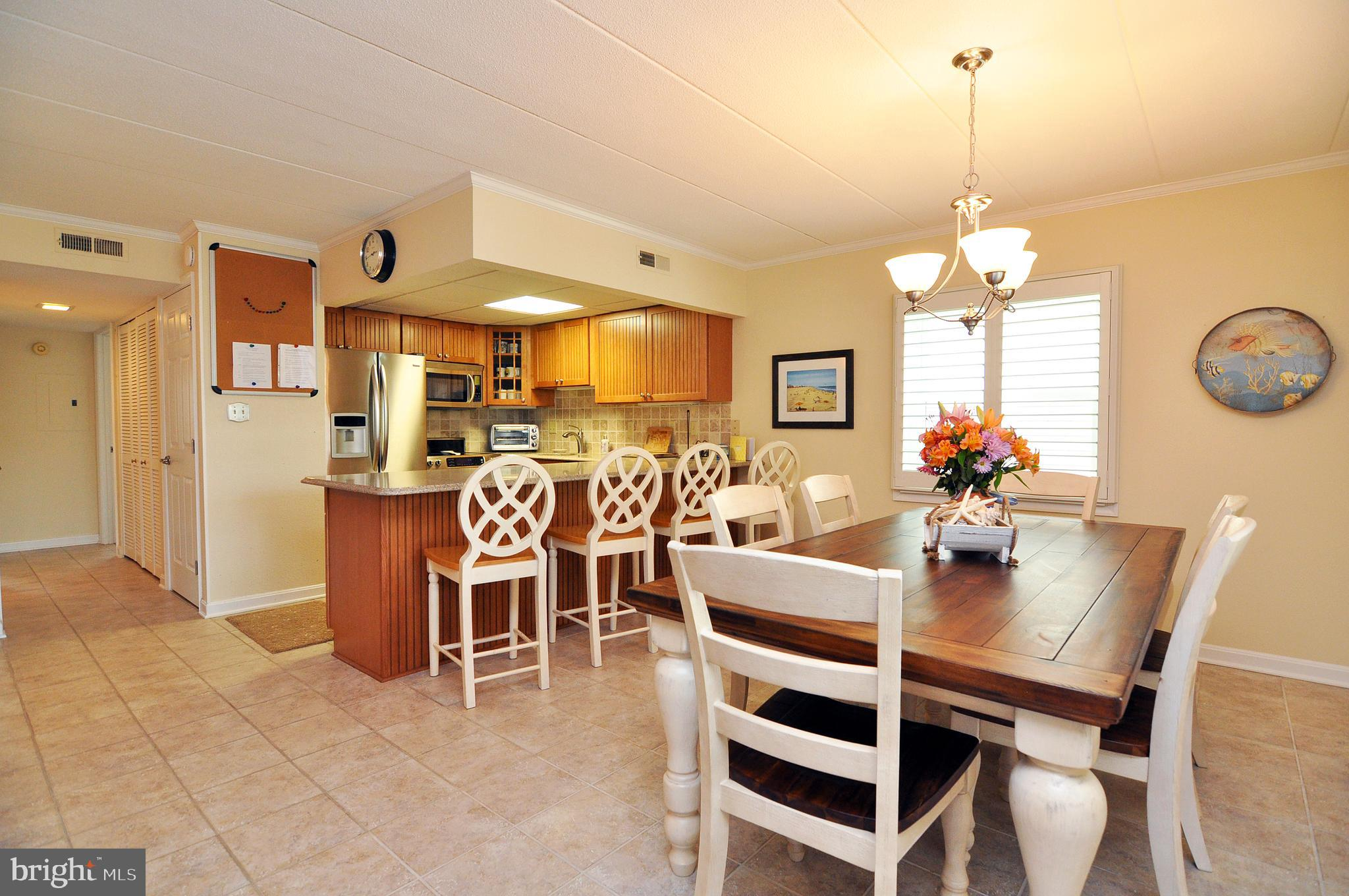 Completely renovated 2 bedrooms 2-bathroom masonry condo located in close proximity to restaurants,