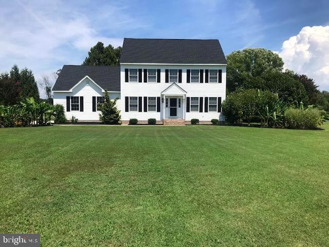 Must-see well maintained Colonial located on a 1.18 acre lot! The first floor has a spacious living