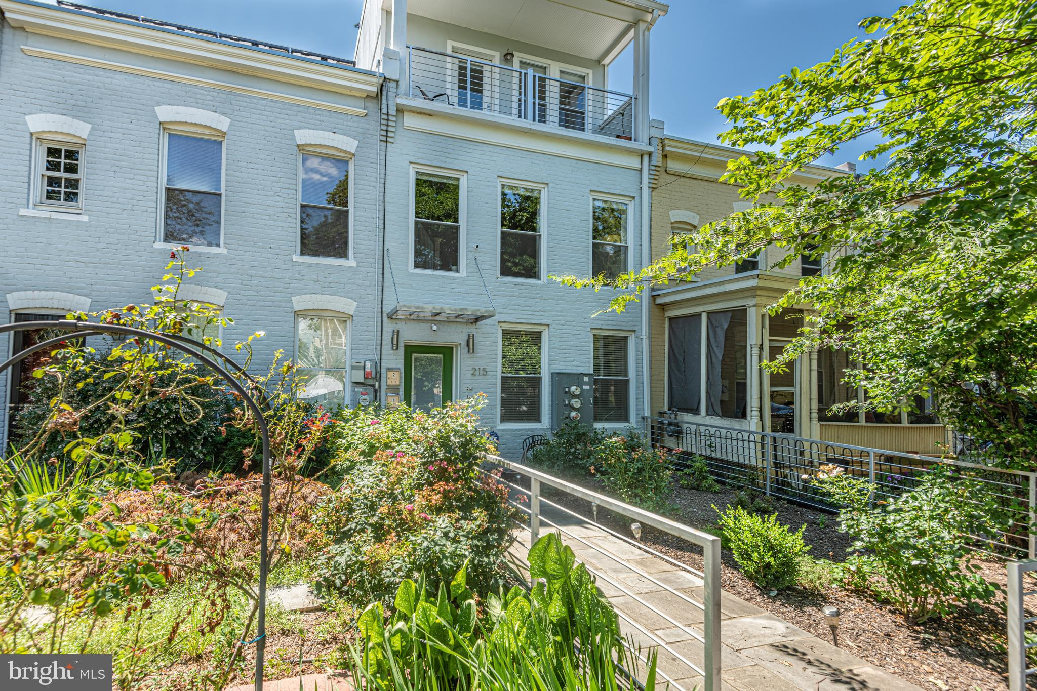 Wonderful 2-level condo in a great location so convenient to everything that Capitol Hill has to off