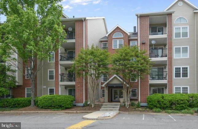 Large 1BR unit with a balcony at Pointe @ Park Center. Gated community with secured buildings is a fantastic commuter location, w/ 1 traffic light to 395, or by community shuttle to Pentagon City Metro! Amazing amenities including a Fitness Room, Pool, Hot tub, Sauna and Club House. Hard wood flooring in living room/hall and kitchen.   HVAC -2017. Upgraded counters in kitchen, plenty of cabinets & SS appliances. Washer & Dryer located in a good size bathroom. Plenty of storage spaces, bedroom with walk-in closet and large storage room off the balcony.  Reserved garage space is included.