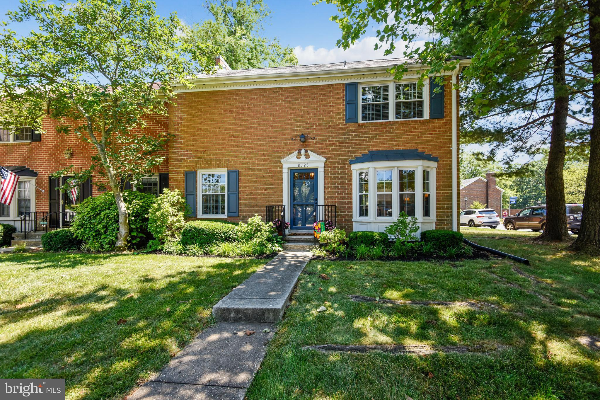 Beautiful end unit townhome - amazing location; 18G Metro bus/Pentagon express bus right in front of