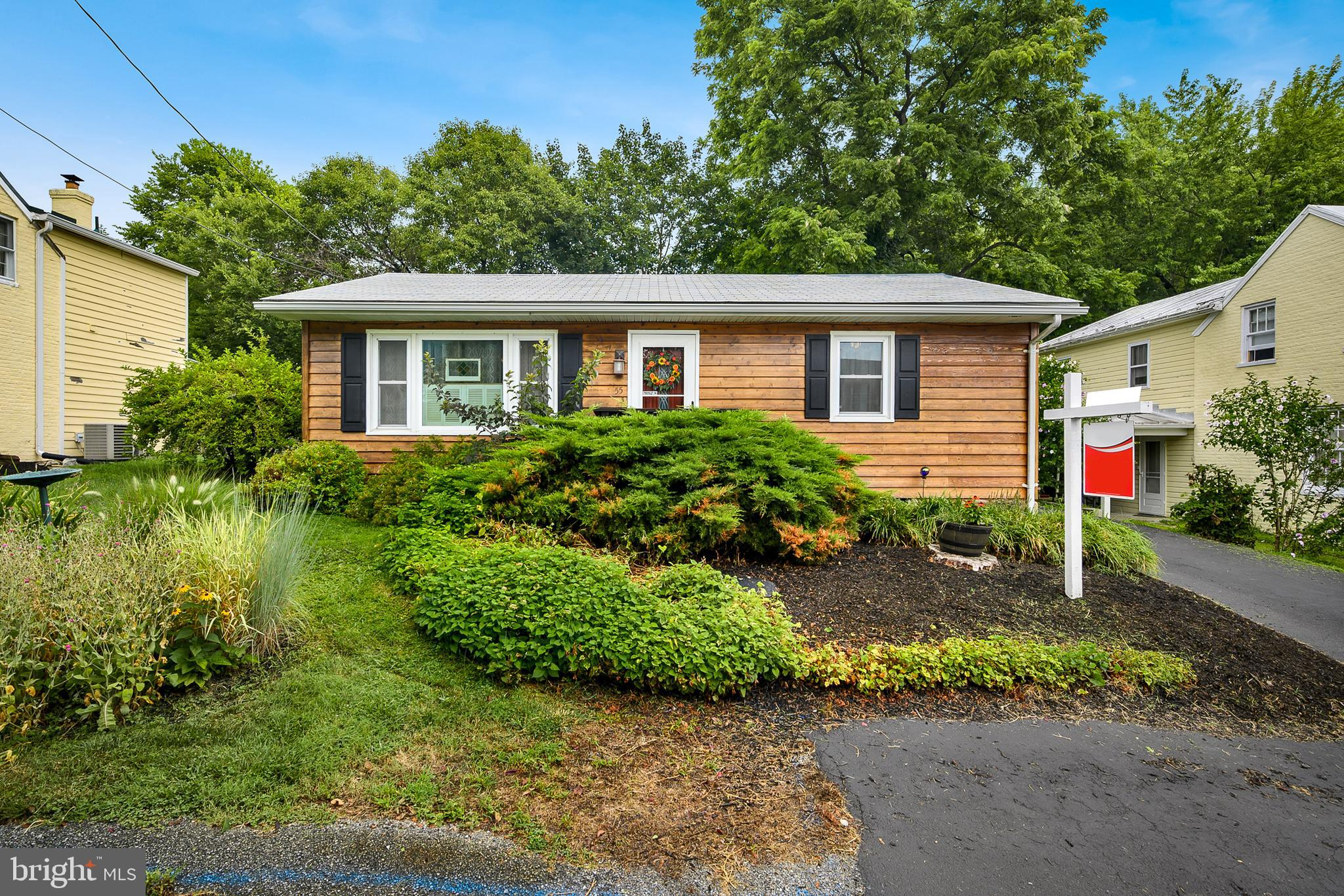 Charming rambler in Historical Harpers Ferry.  This is a move in ready home in a great commuter loca