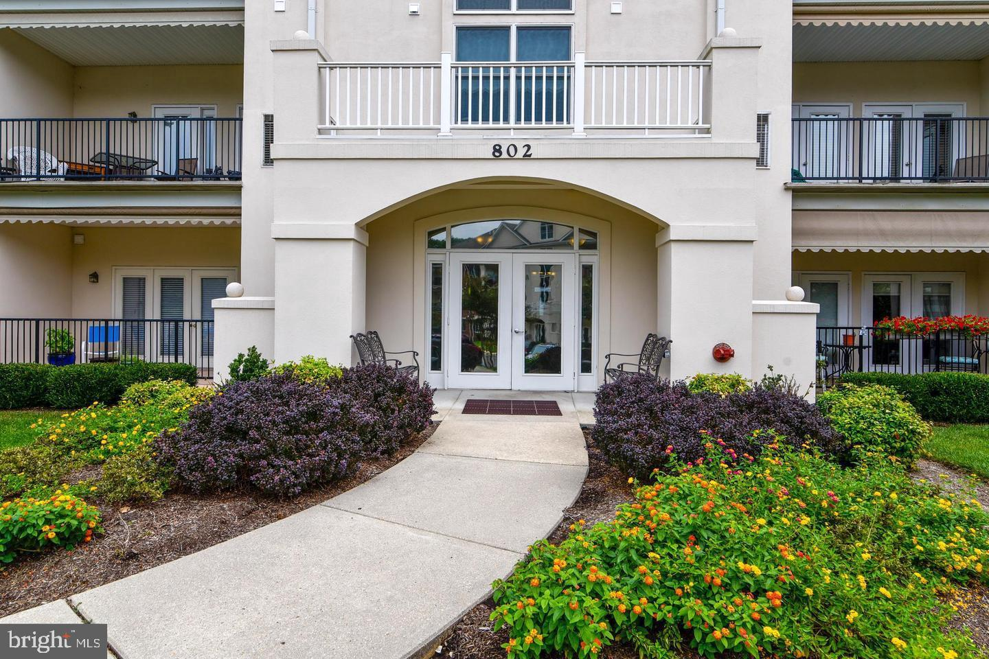 Top floor unit with 2 spacious bedrooms, 2 full baths, a fully equipped kitchen with ample cabinets
