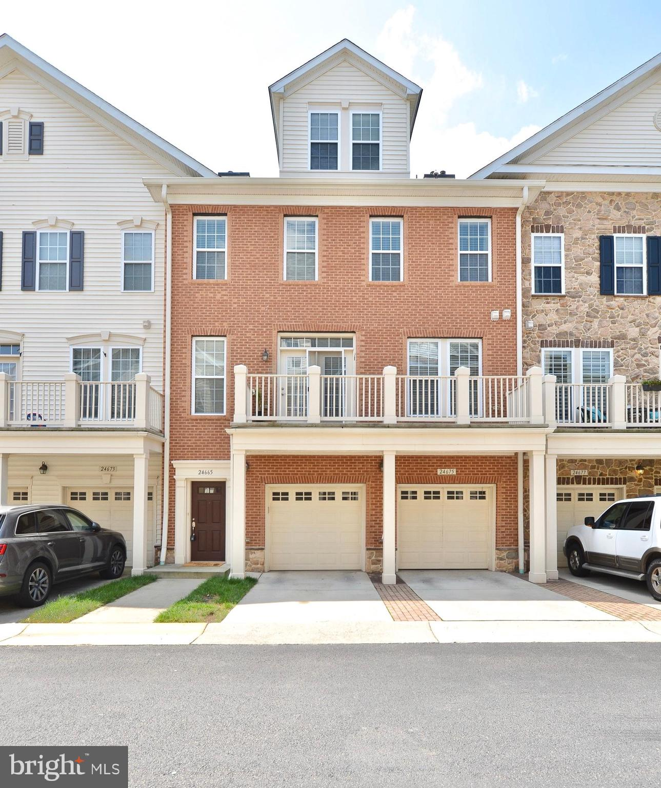 *****WELCOME to a beautiful 3 bedroom, 3.5 bath condo in popular Stone Ridge location*****This  bric