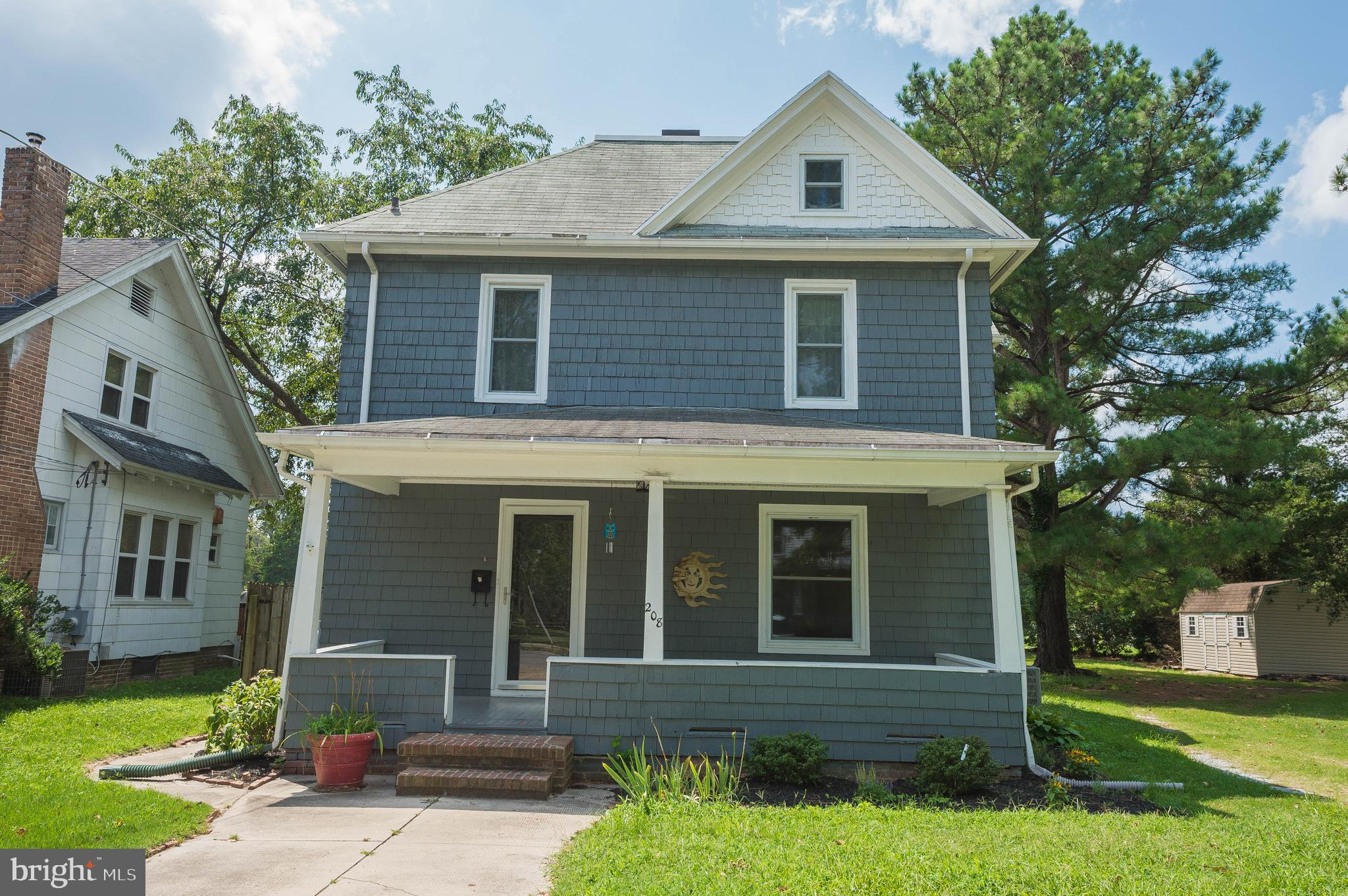 Updated 3BR/2BA classic colonial on a huge lot backing to trees, on a quiet street a few blocks from