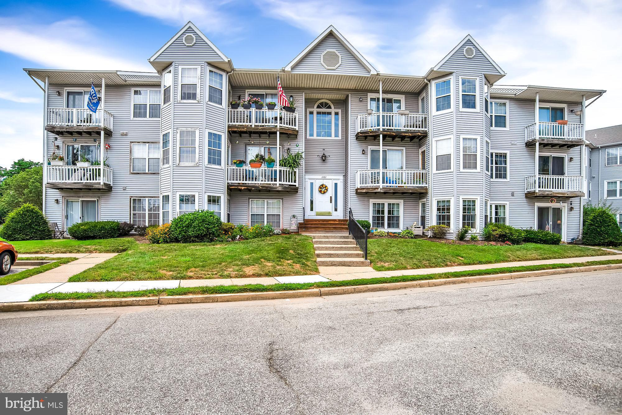 CONTRACT HAS FALLEN OUT.  Great Opportunity To Own This Like New Condo In Chesterfield.  Beautifully